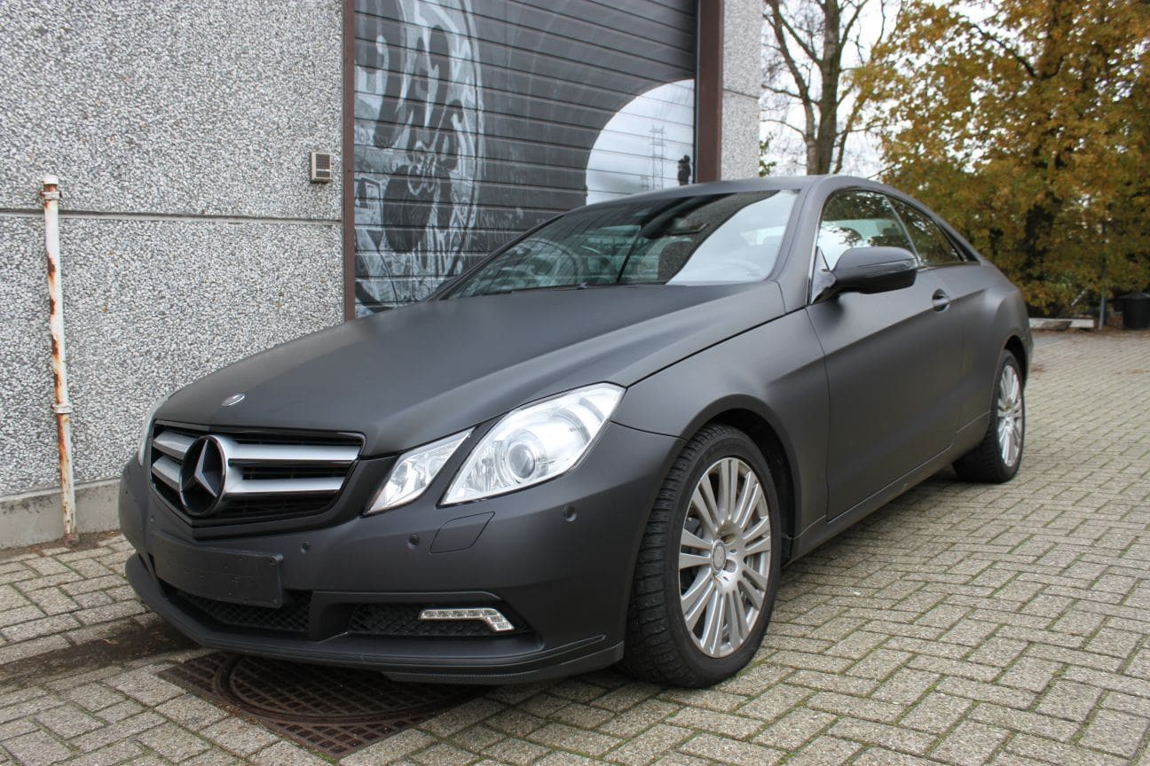 Mercedes E-coupe mat zwart, Carwrapping door Wrapmyride.nu Foto-nr:9327, ©2018