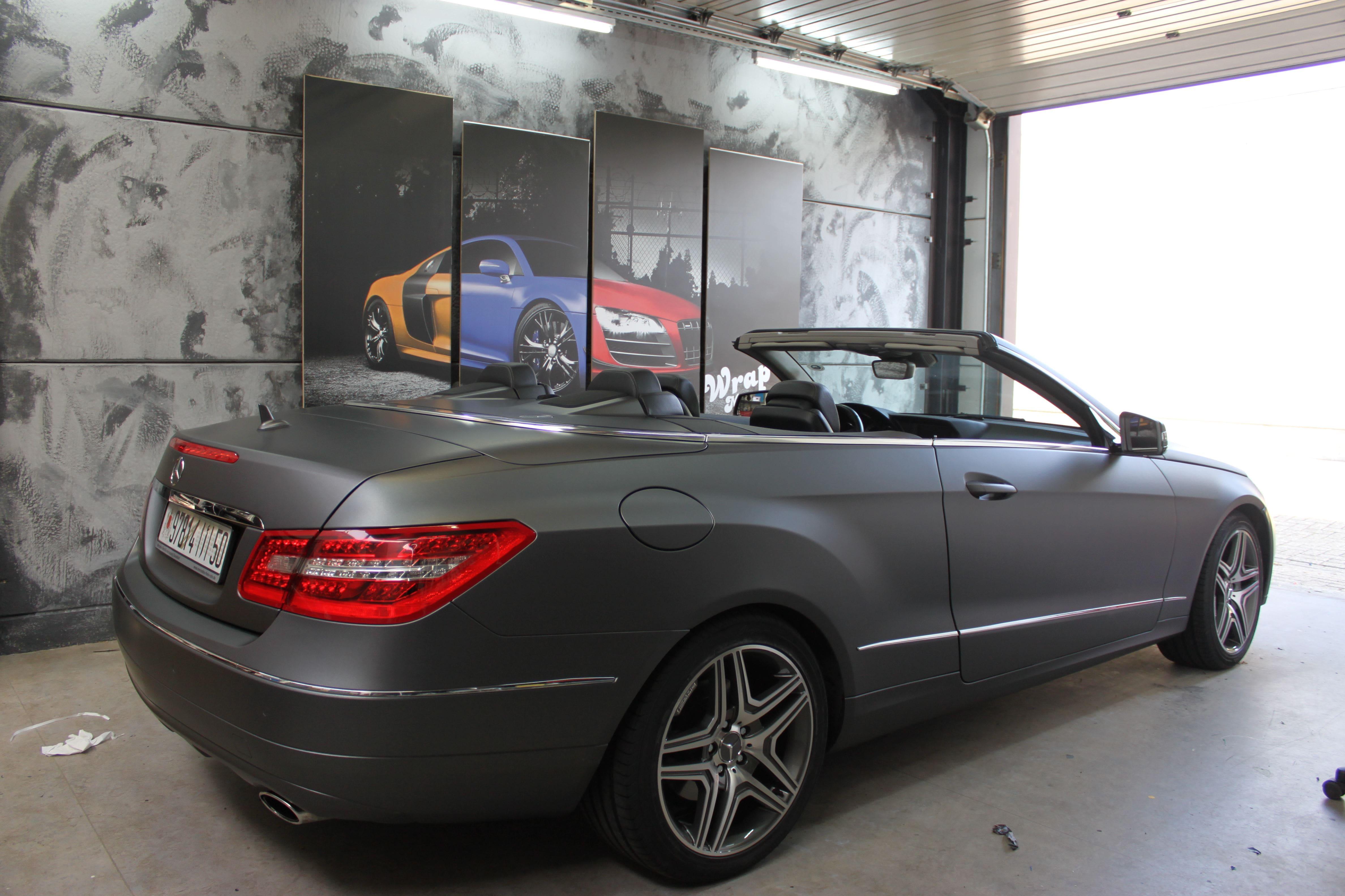 Mercedes E-Klasse Cabrio met Gunpowder Wrap, Carwrapping door Wrapmyride.nu Foto-nr:6250, ©2020