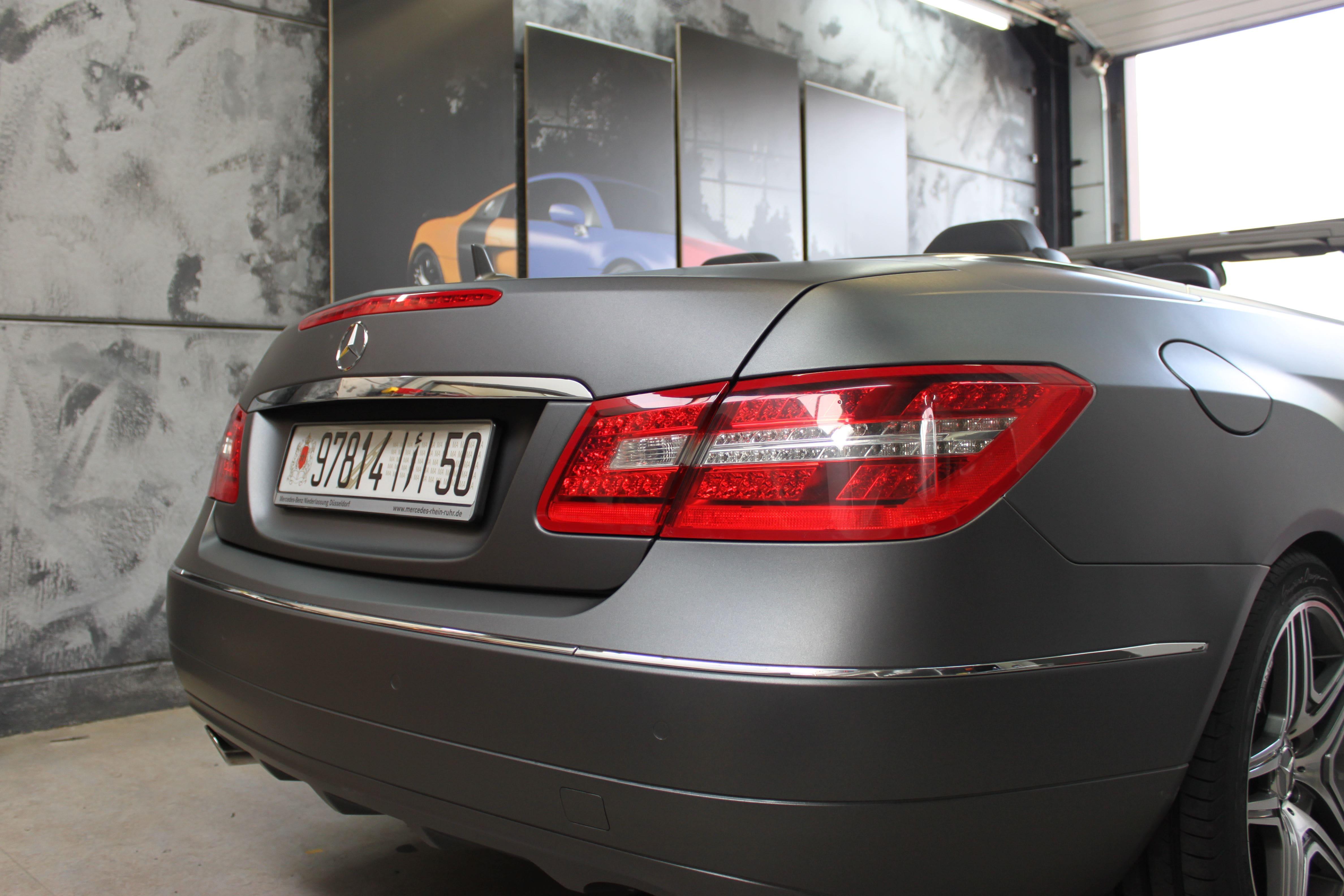 Mercedes E-Klasse Cabrio met Gunpowder Wrap, Carwrapping door Wrapmyride.nu Foto-nr:6253, ©2020
