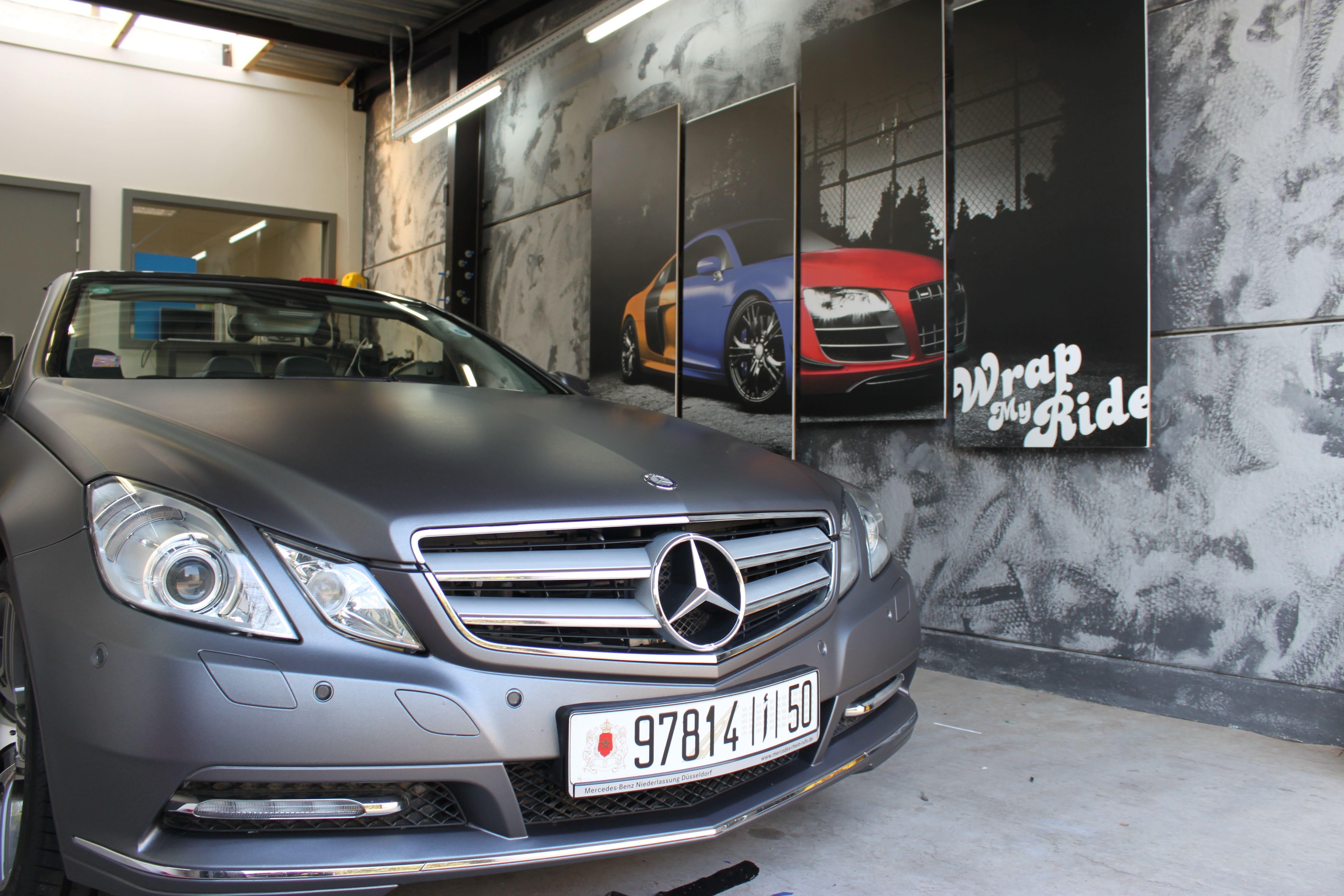 Mercedes E-Klasse Cabrio met Gunpowder Wrap, Carwrapping door Wrapmyride.nu Foto-nr:6257, ©2020