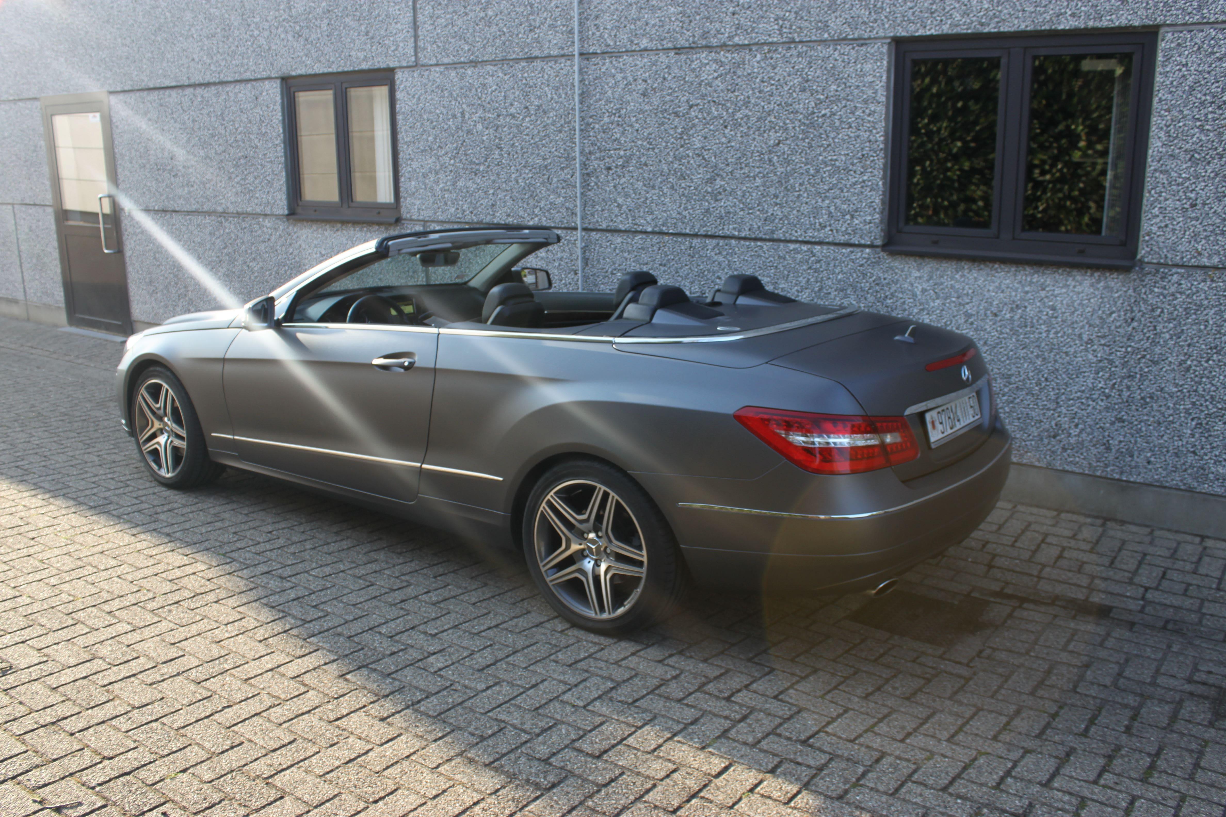 Mercedes E-Klasse Cabrio met Gunpowder Wrap, Carwrapping door Wrapmyride.nu Foto-nr:6263, ©2020