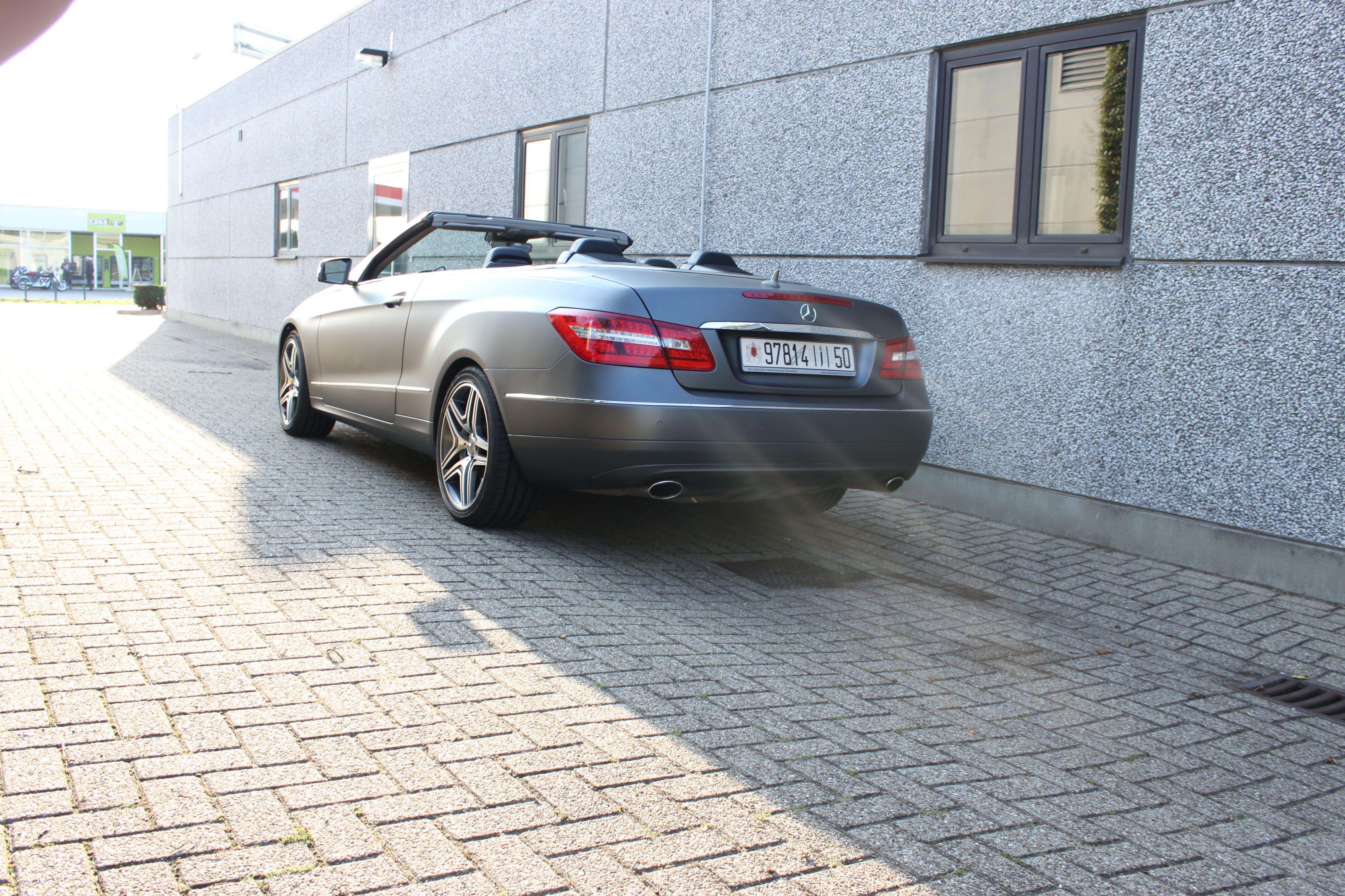 Mercedes E-Klasse Cabrio met Gunpowder Wrap, Carwrapping door Wrapmyride.nu Foto-nr:6265, ©2020