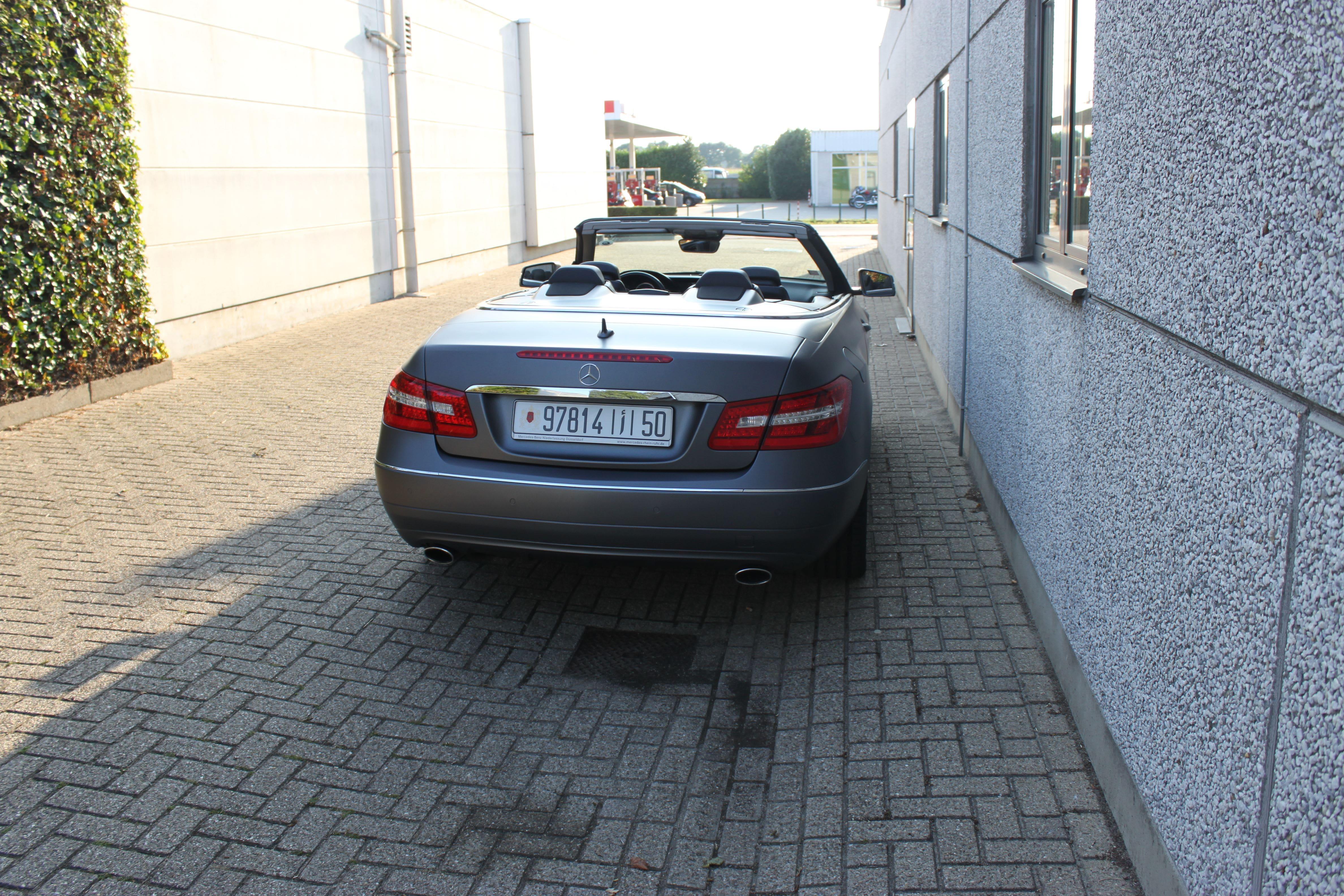 Mercedes E-Klasse Cabrio met Gunpowder Wrap, Carwrapping door Wrapmyride.nu Foto-nr:6266, ©2020