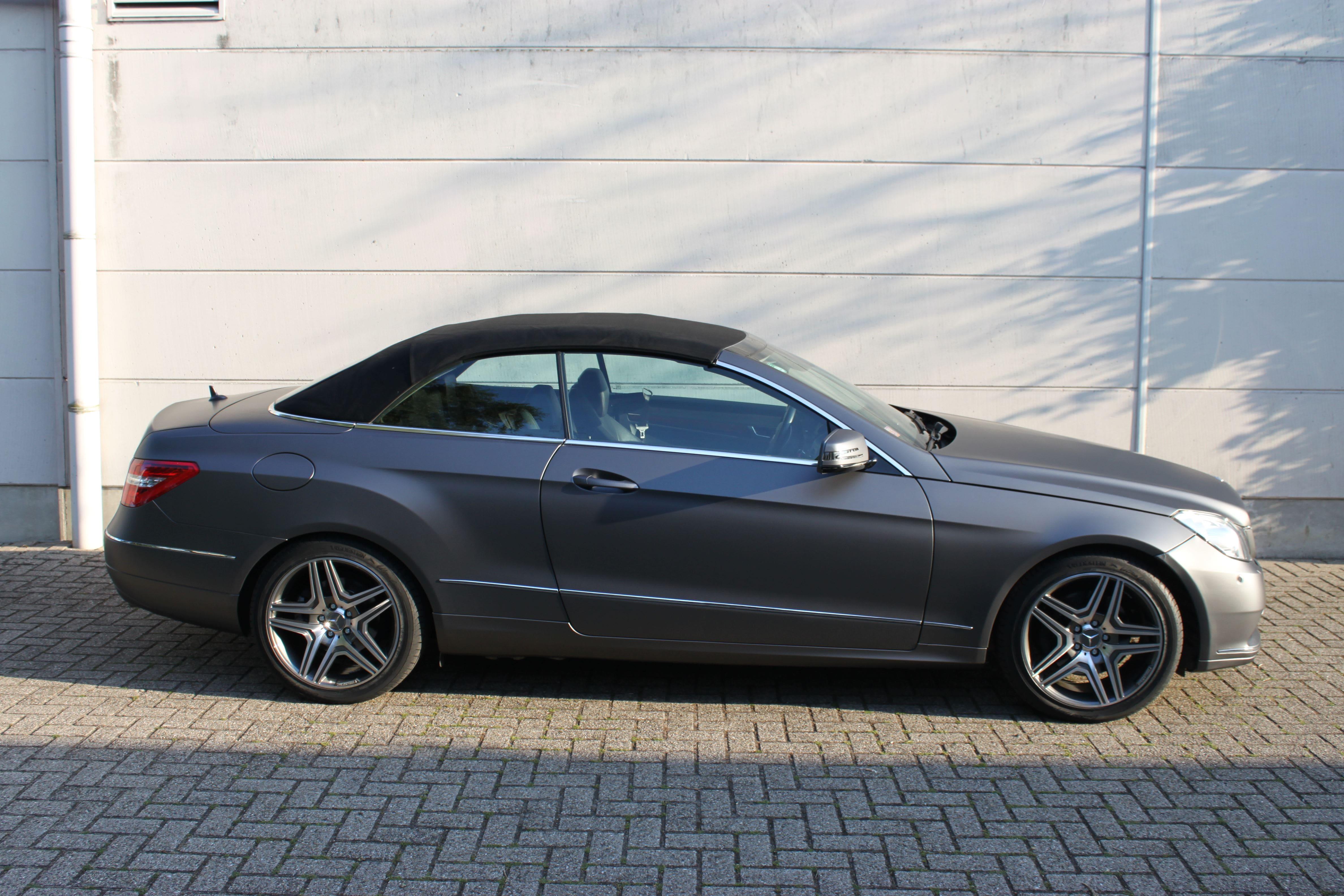 Mercedes E-Klasse Cabrio met Gunpowder Wrap, Carwrapping door Wrapmyride.nu Foto-nr:6271, ©2020