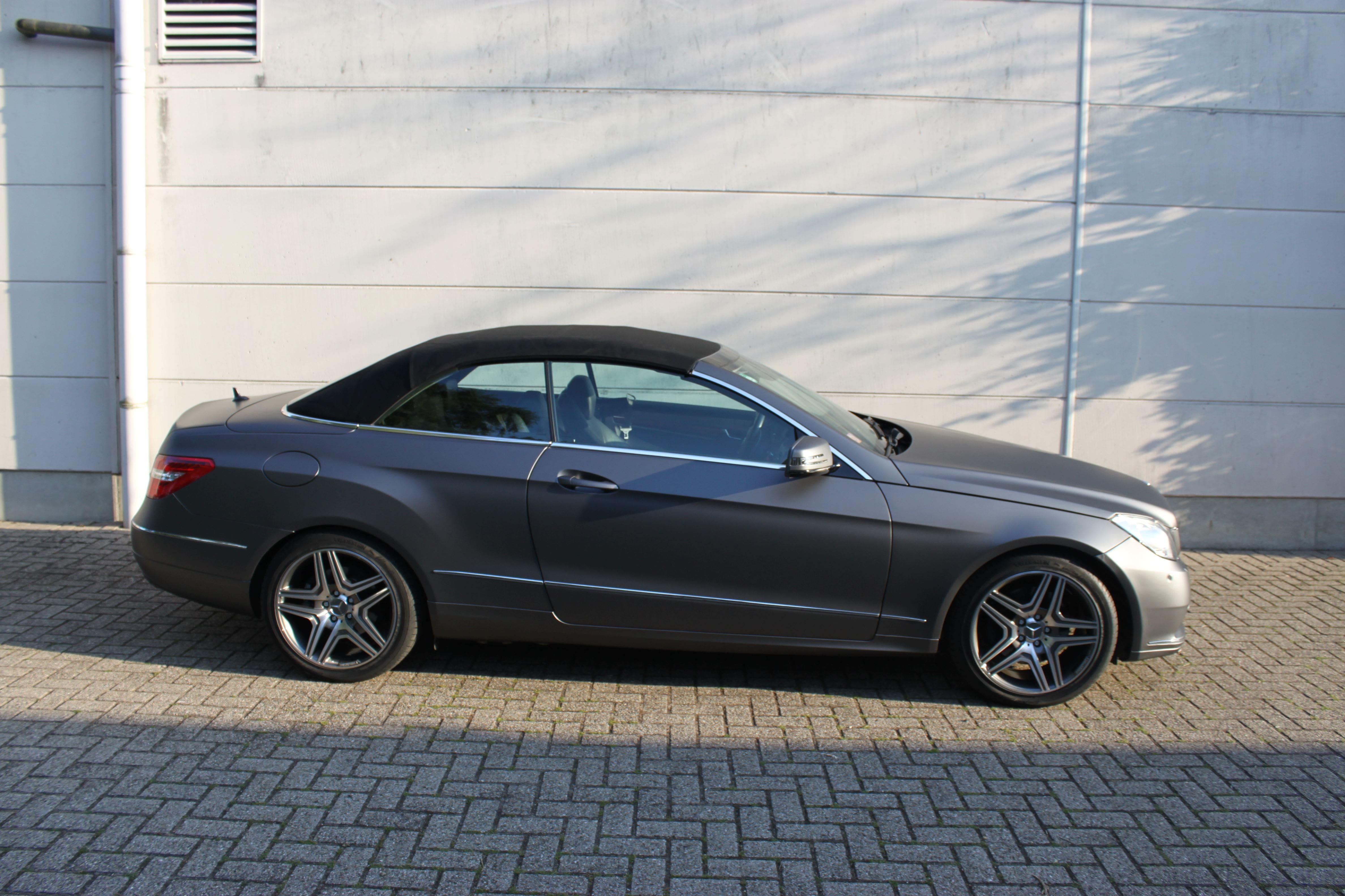 Mercedes E-Klasse Cabrio met Gunpowder Wrap, Carwrapping door Wrapmyride.nu Foto-nr:6272, ©2020