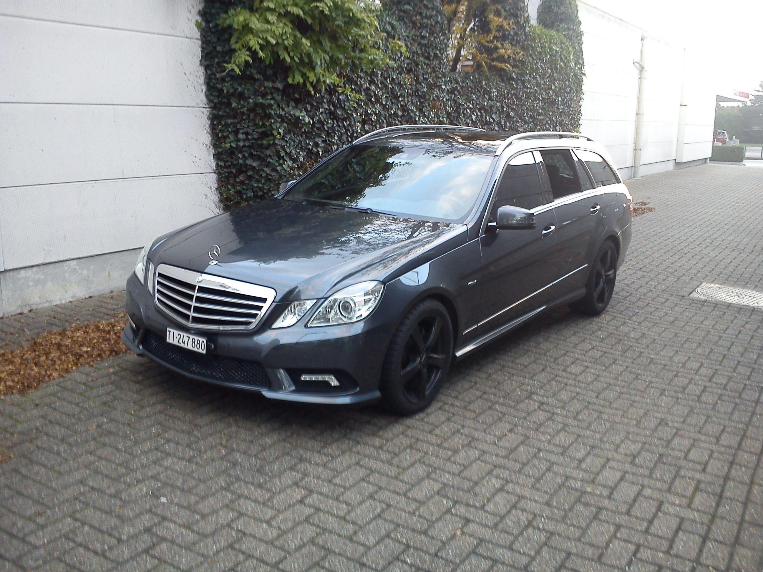 Mercedes E320 met Mat Zwarte Wrap, Carwrapping door Wrapmyride.nu Foto-nr:6223, ©2021