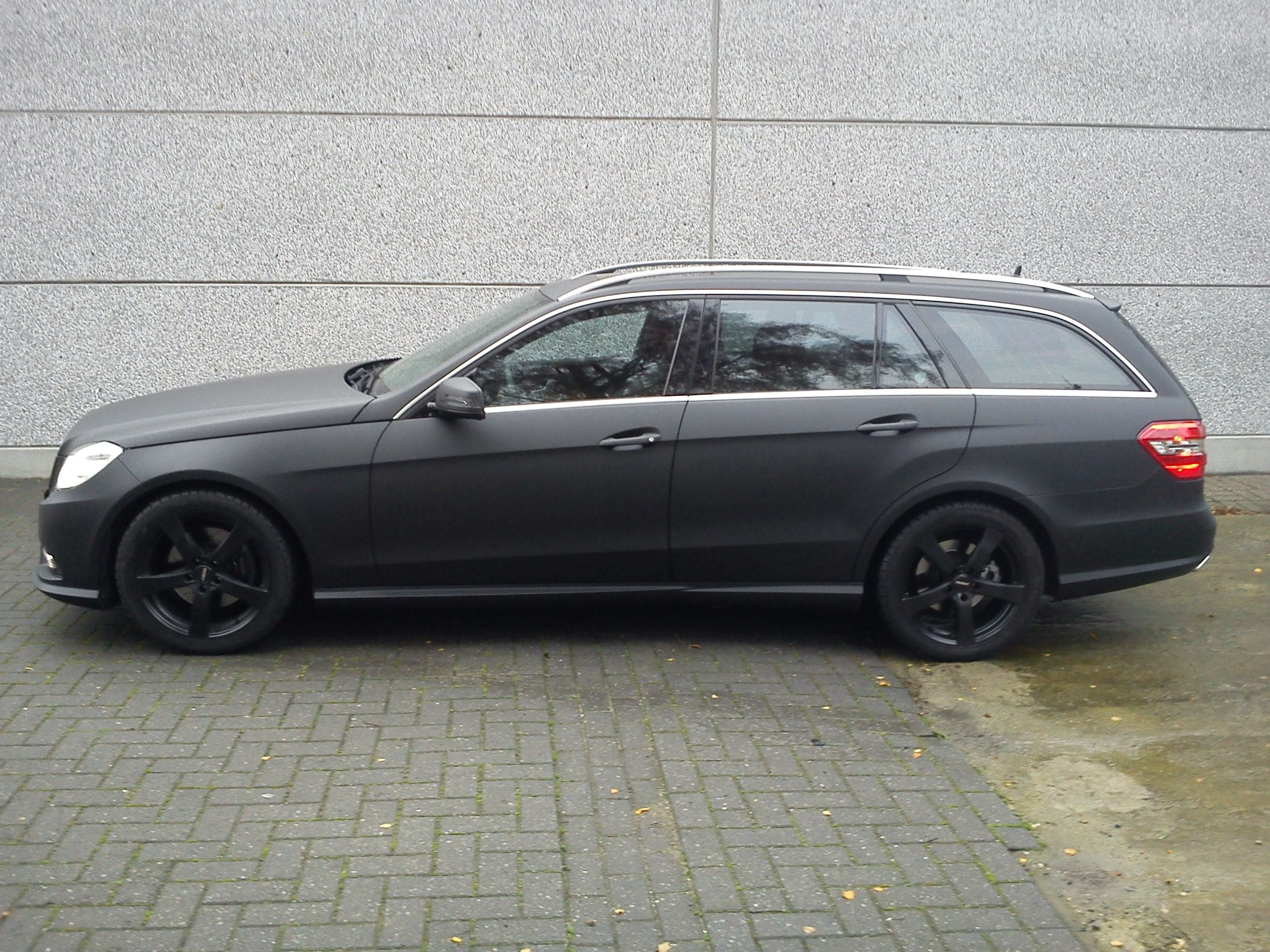 Mercedes E320 met Mat Zwarte Wrap, Carwrapping door Wrapmyride.nu Foto-nr:6229, ©2020