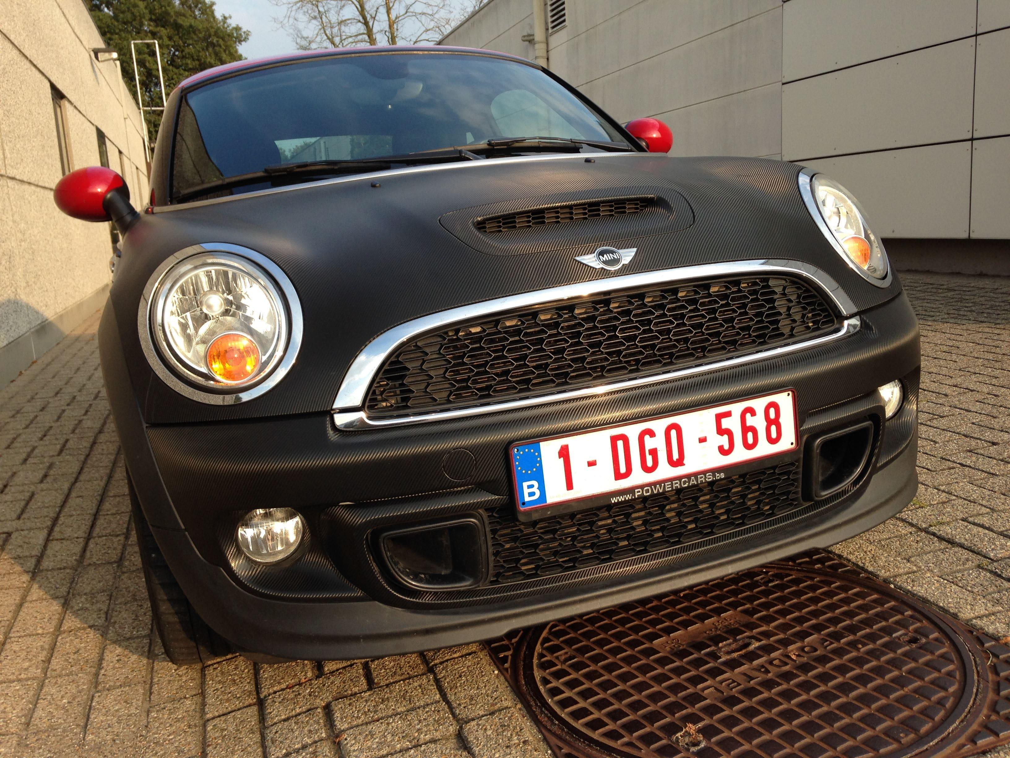 Mini Cooper Coupe in Carbon Wrap met Rode accenten, Carwrapping door Wrapmyride.nu Foto-nr:6399, ©2021