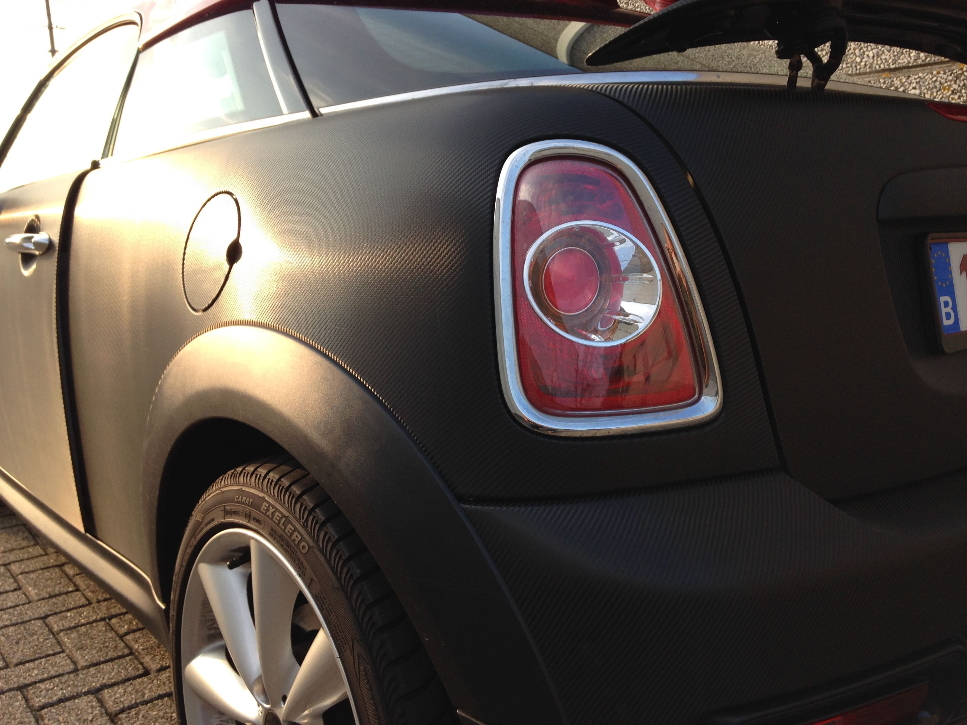 Mini Cooper Coupe in Carbon Wrap met Rode accenten, Carwrapping door Wrapmyride.nu Foto-nr:6401, ©2020