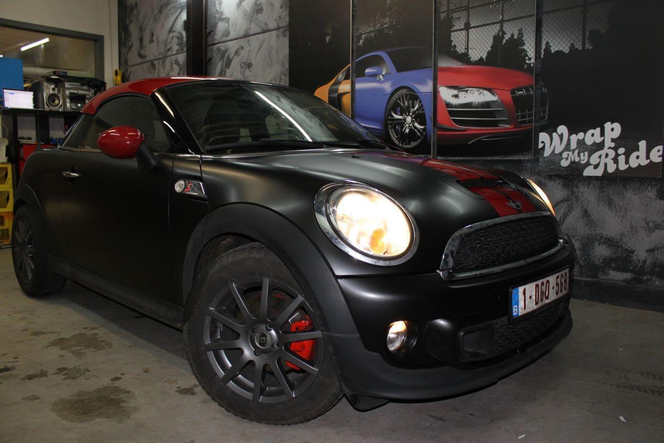 Mini Cooper Coupe in een Satin Black Wrap met Rode Striping, Carwrapping door Wrapmyride.nu Foto-nr:6406, ©2019