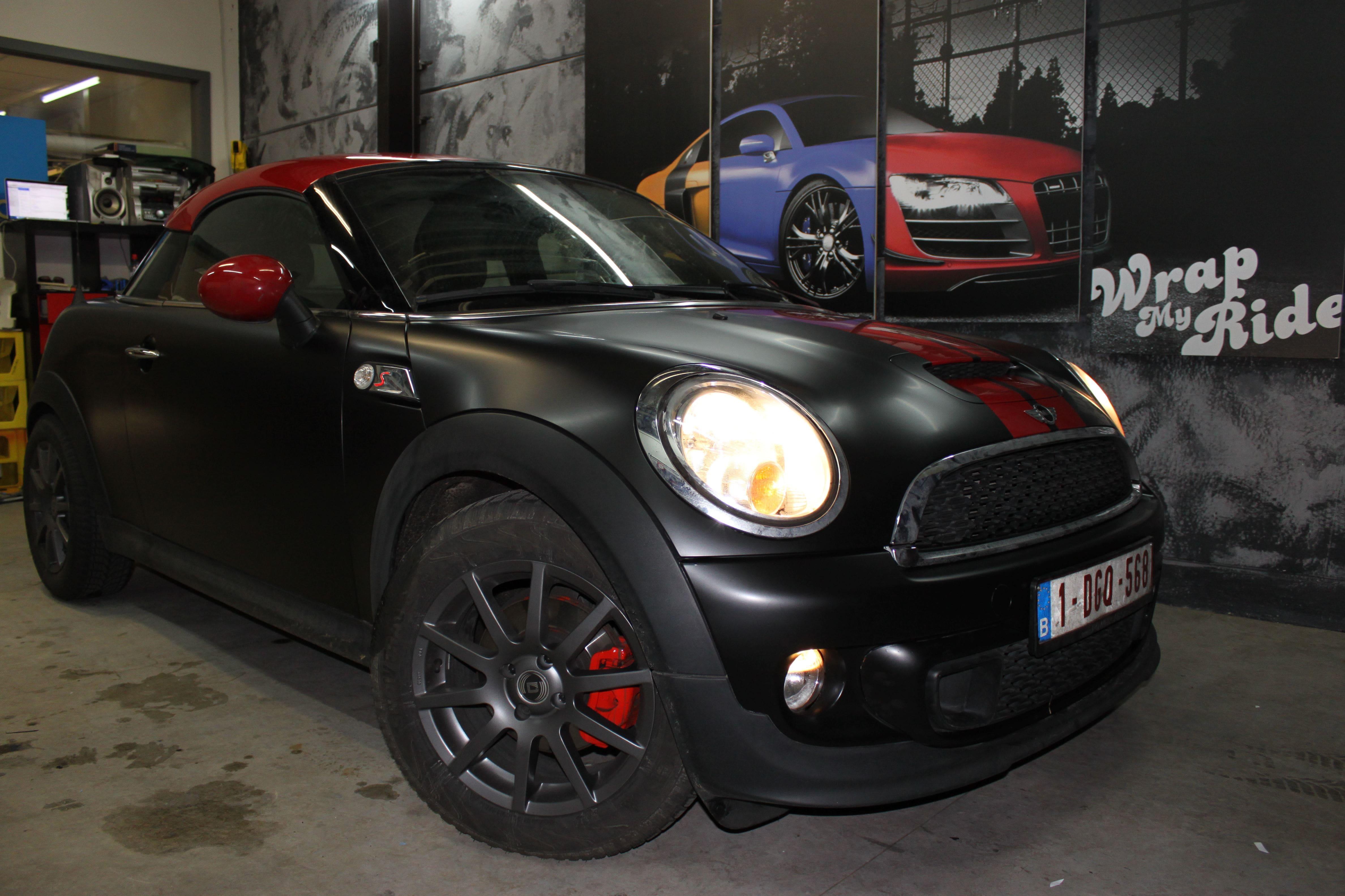 Mini Cooper Coupe in een Satin Black Wrap met Rode Striping, Carwrapping door Wrapmyride.nu Foto-nr:6406, ©2021