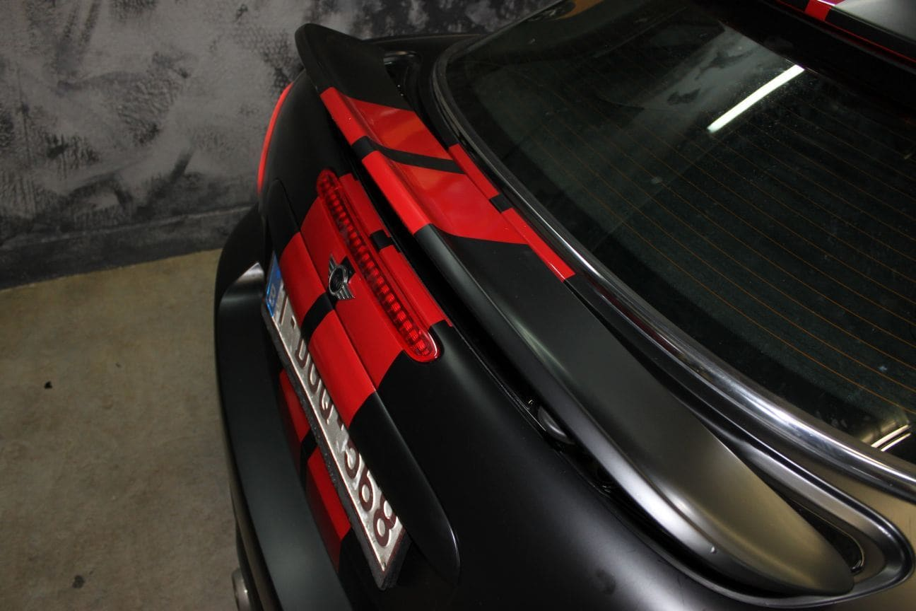 Mini Cooper Coupe in een Satin Black Wrap met Rode Striping, Carwrapping door Wrapmyride.nu Foto-nr:6410, ©2019