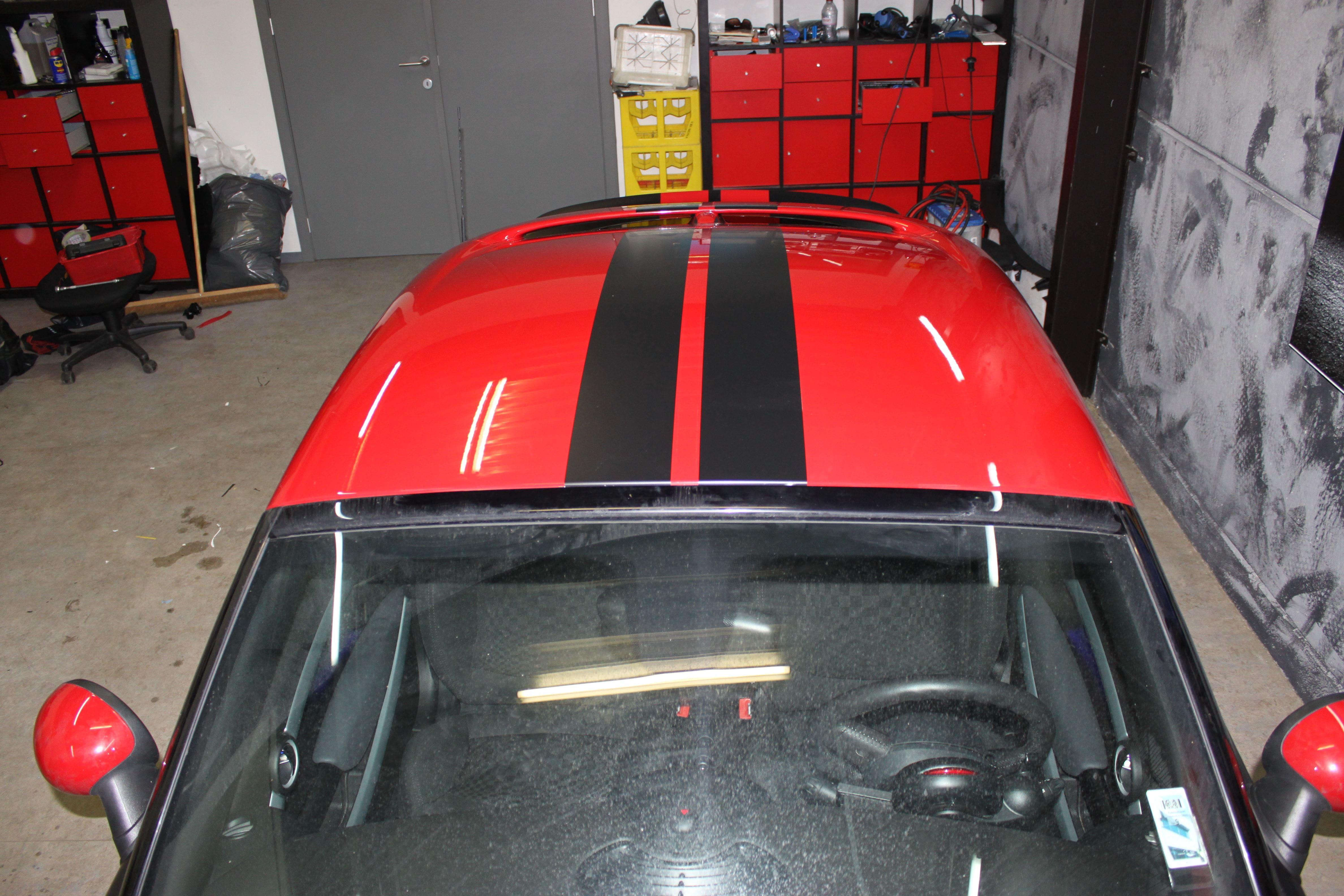 Mini Cooper Coupe in een Satin Black Wrap met Rode Striping, Carwrapping door Wrapmyride.nu Foto-nr:6411, ©2021