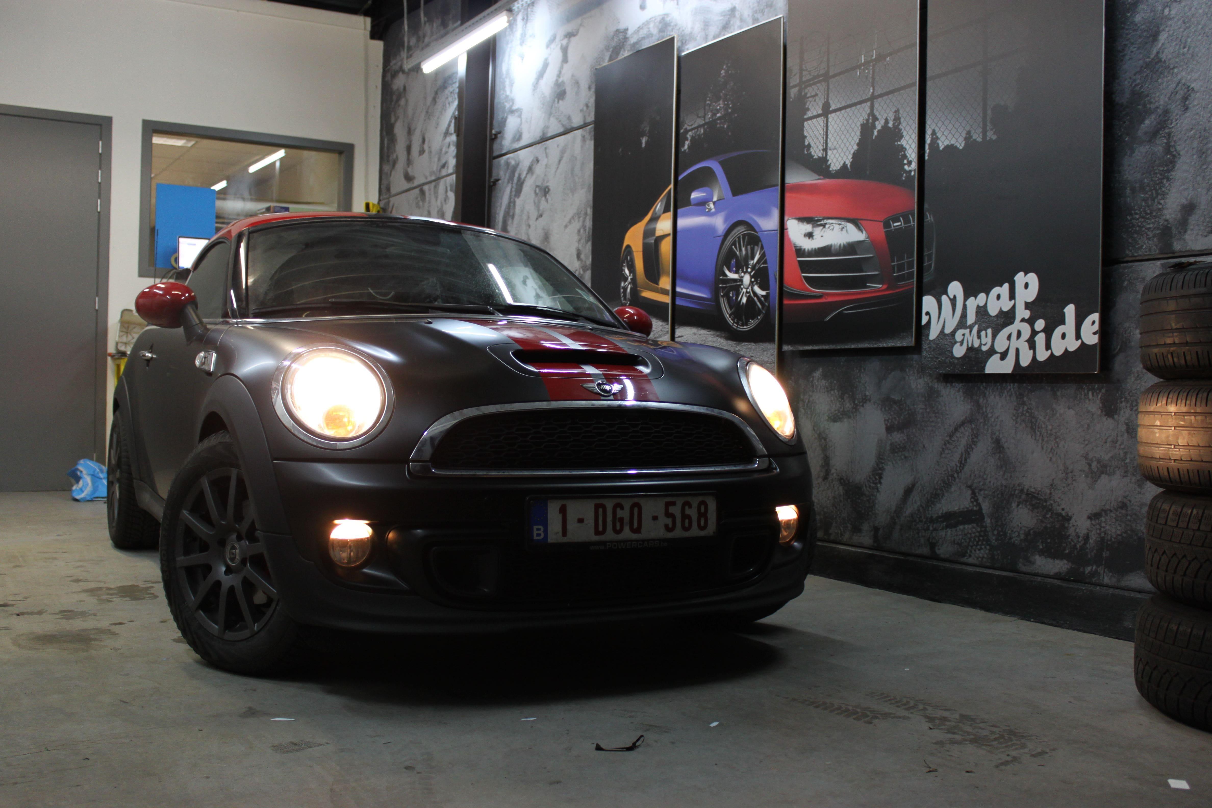 Mini Cooper Coupe in een Satin Black Wrap met Rode Striping, Carwrapping door Wrapmyride.nu Foto-nr:6414, ©2021