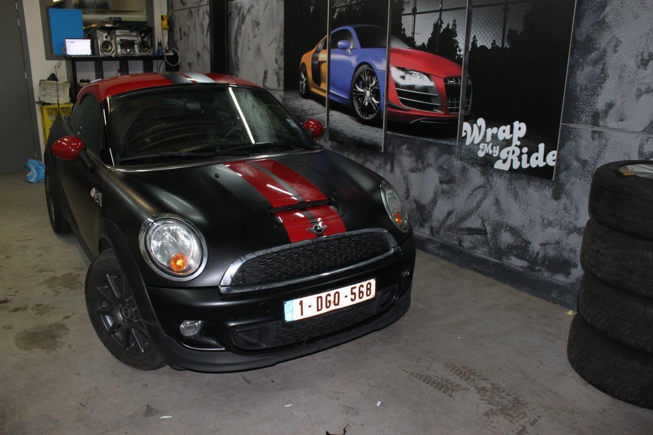 Mini Cooper Coupe in een Satin Black Wrap met Rode Striping, Carwrapping door Wrapmyride.nu Foto-nr:6415, ©2019