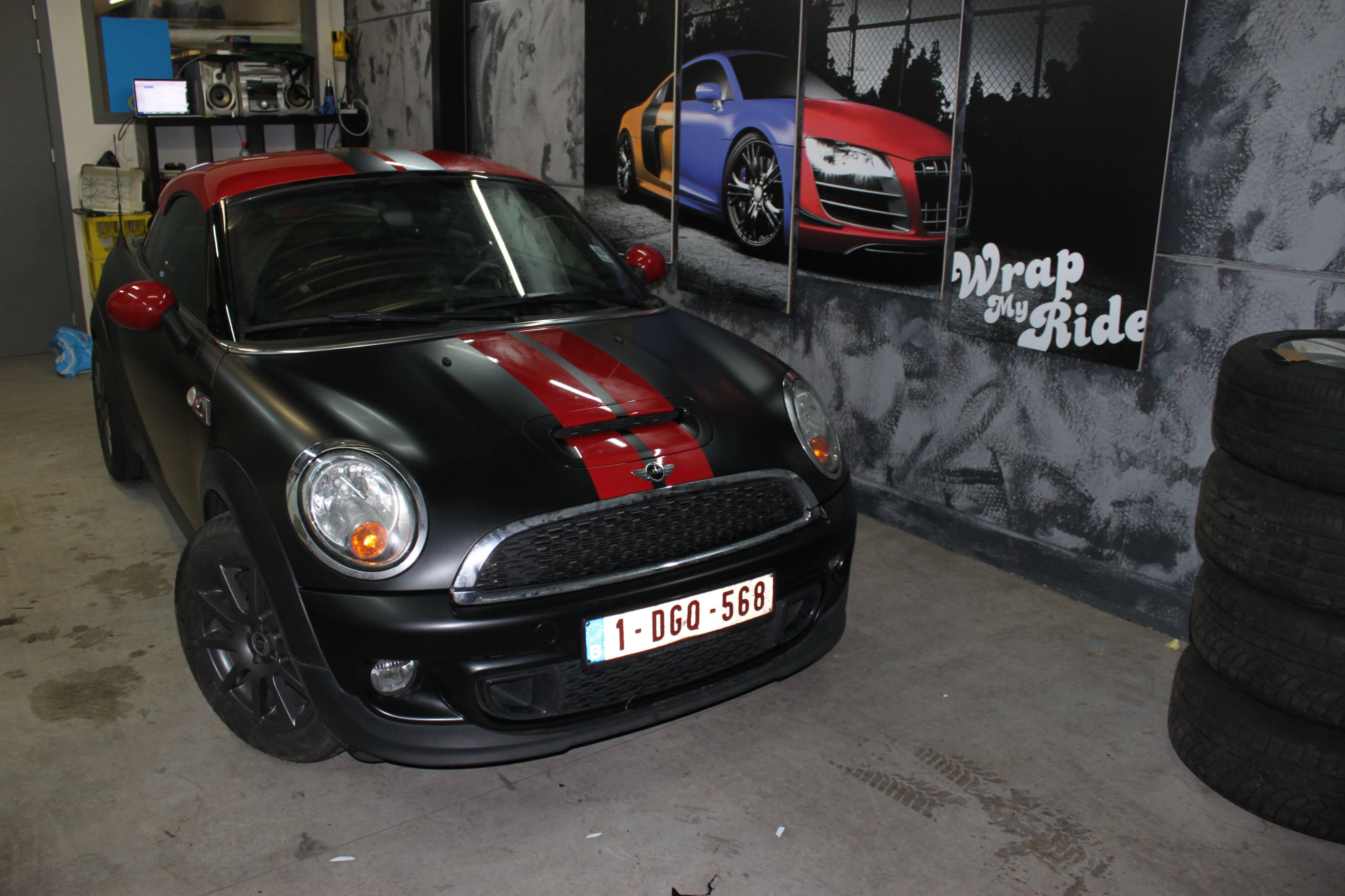 Mini Cooper Coupe in een Satin Black Wrap met Rode Striping, Carwrapping door Wrapmyride.nu Foto-nr:6415, ©2021