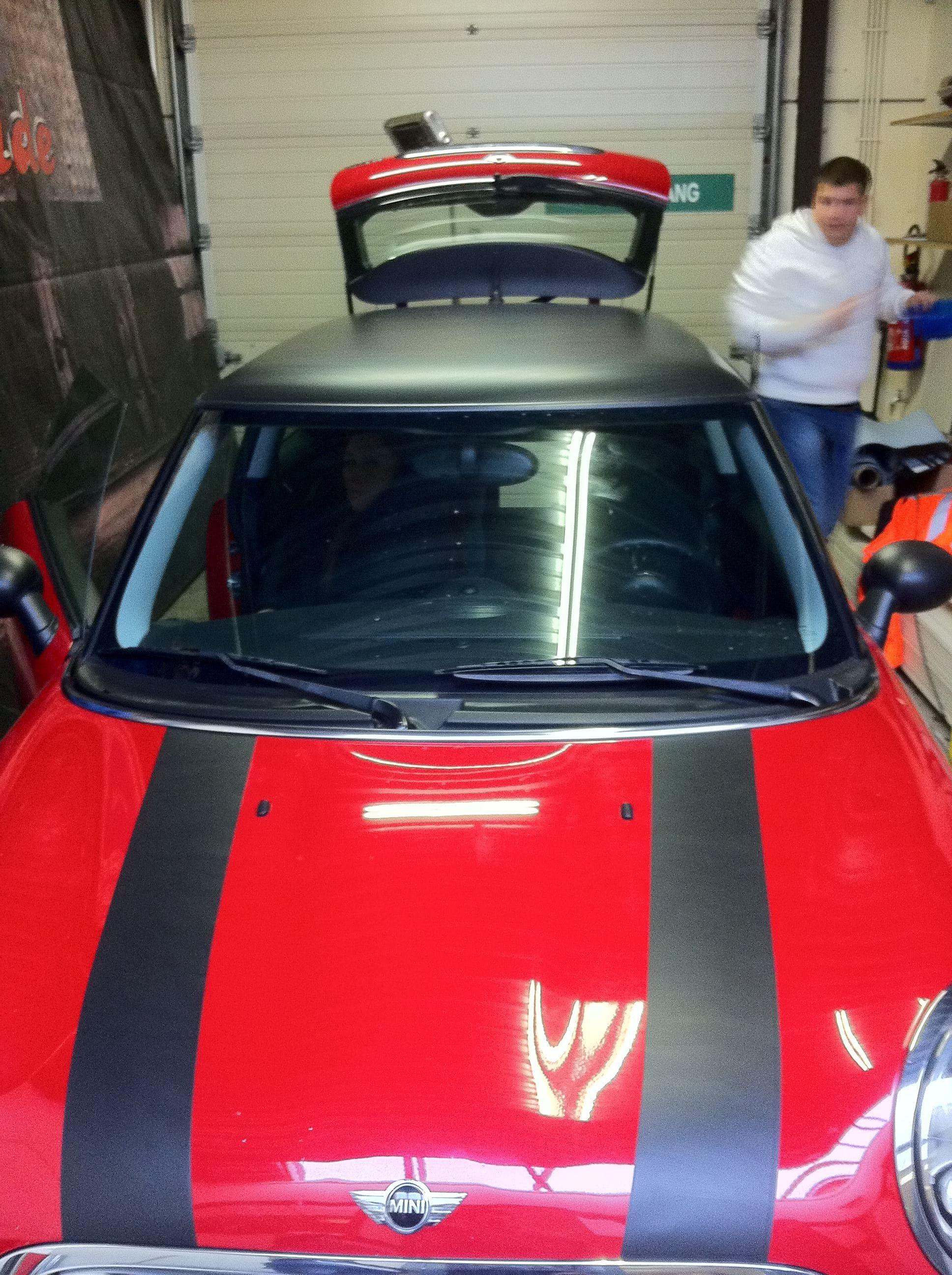 Mini Dak Zwart Gewrapt, Carwrapping door Wrapmyride.nu Foto-nr:6431, ©2020