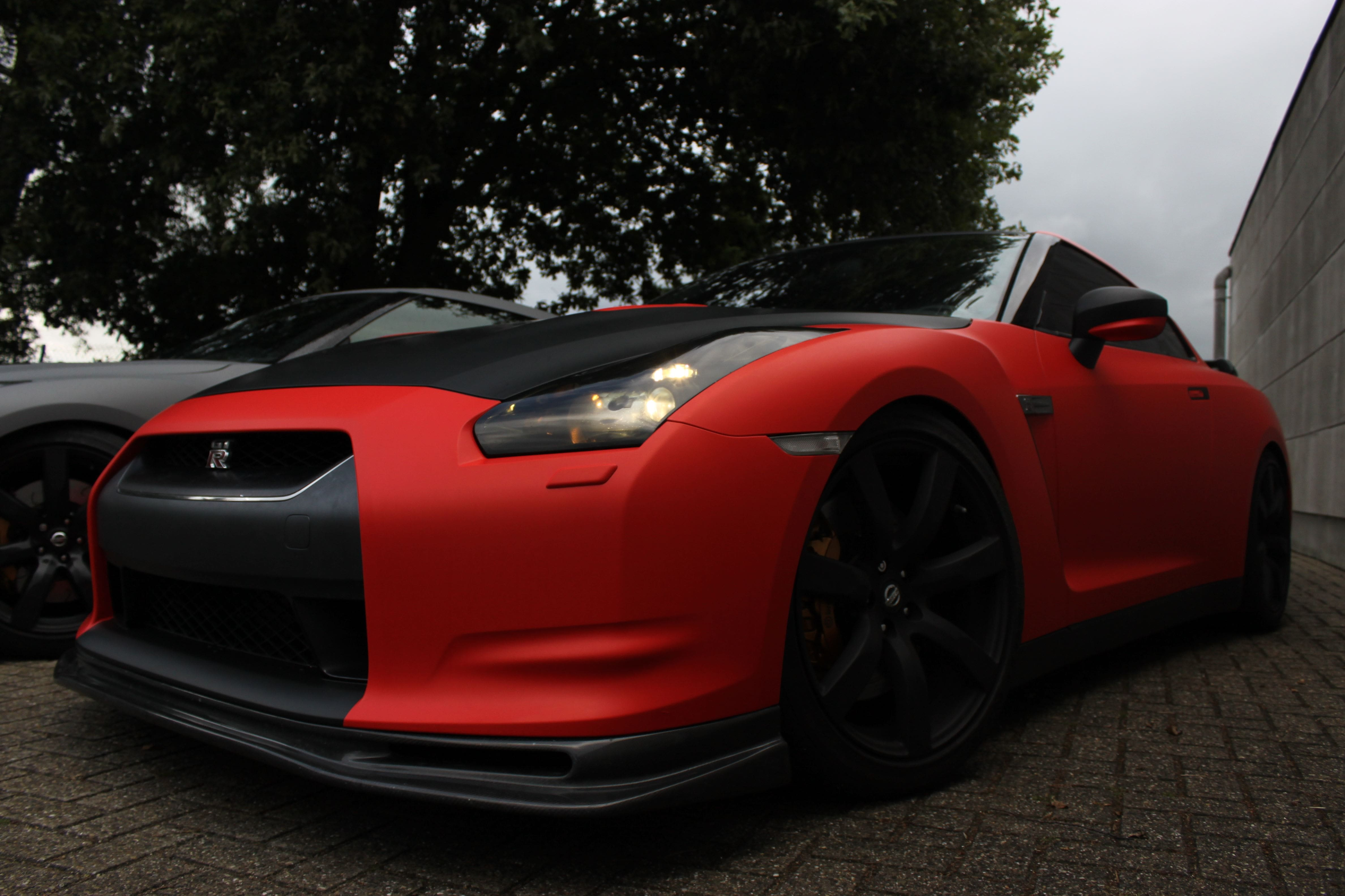 Nissan GT-R in Hotrod Rode Wrap, Carwrapping door Wrapmyride.nu Foto-nr:6510, ©2020