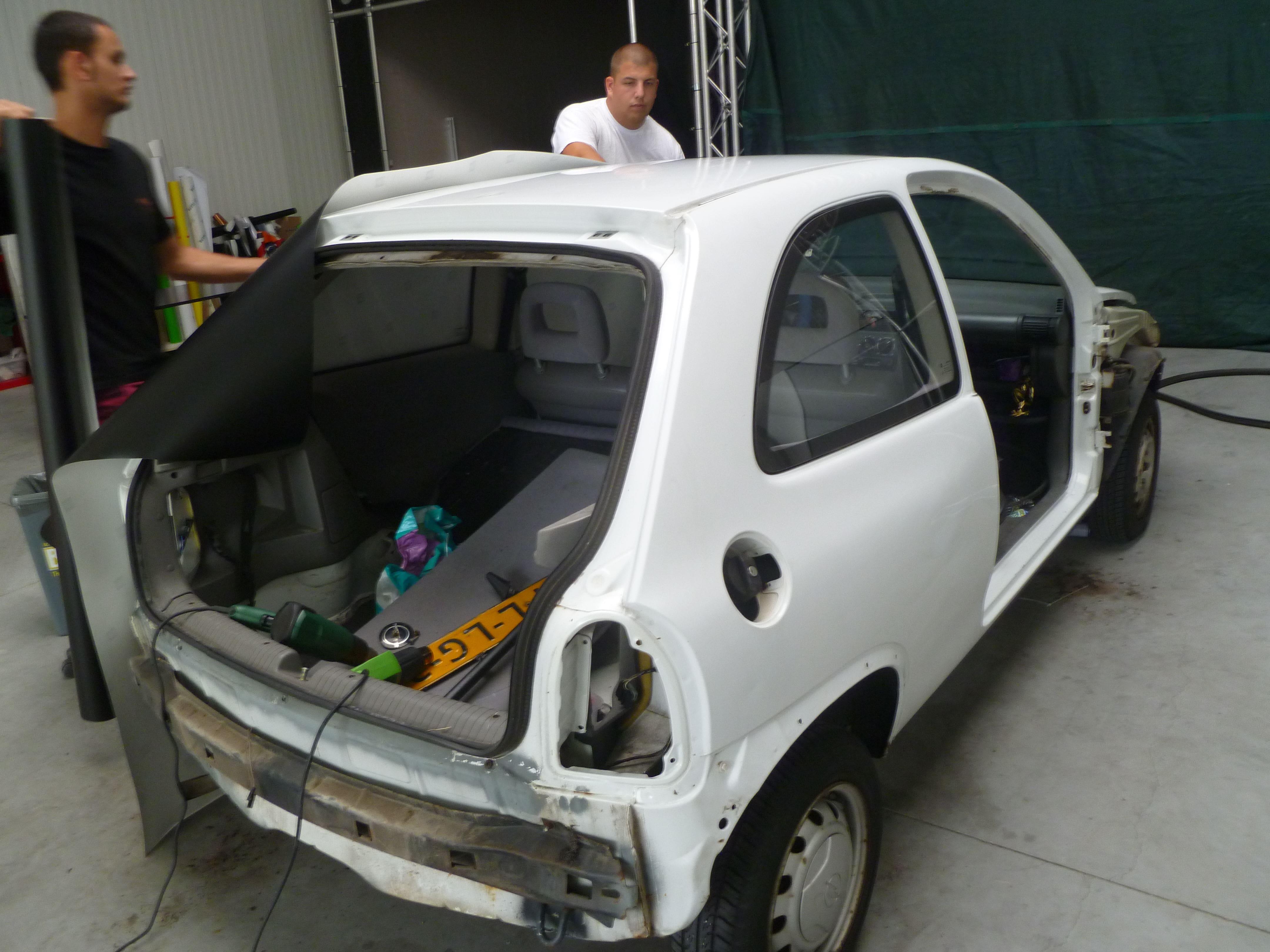 Opel Corsa B met Zwart Paarse Striping, Carwrapping door Wrapmyride.nu Foto-nr:6616, ©2021