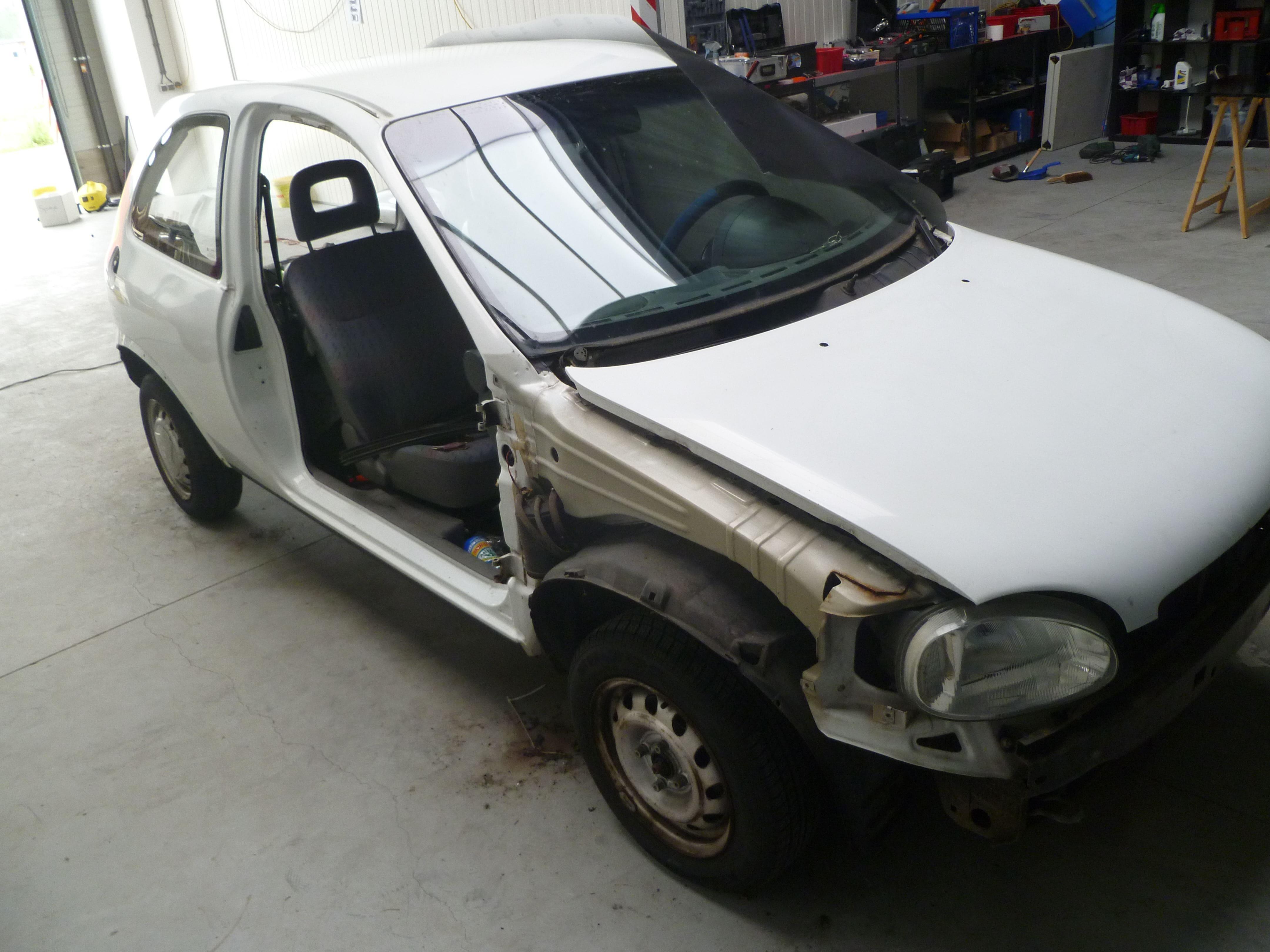 Opel Corsa B met Zwart Paarse Striping, Carwrapping door Wrapmyride.nu Foto-nr:6617, ©2020