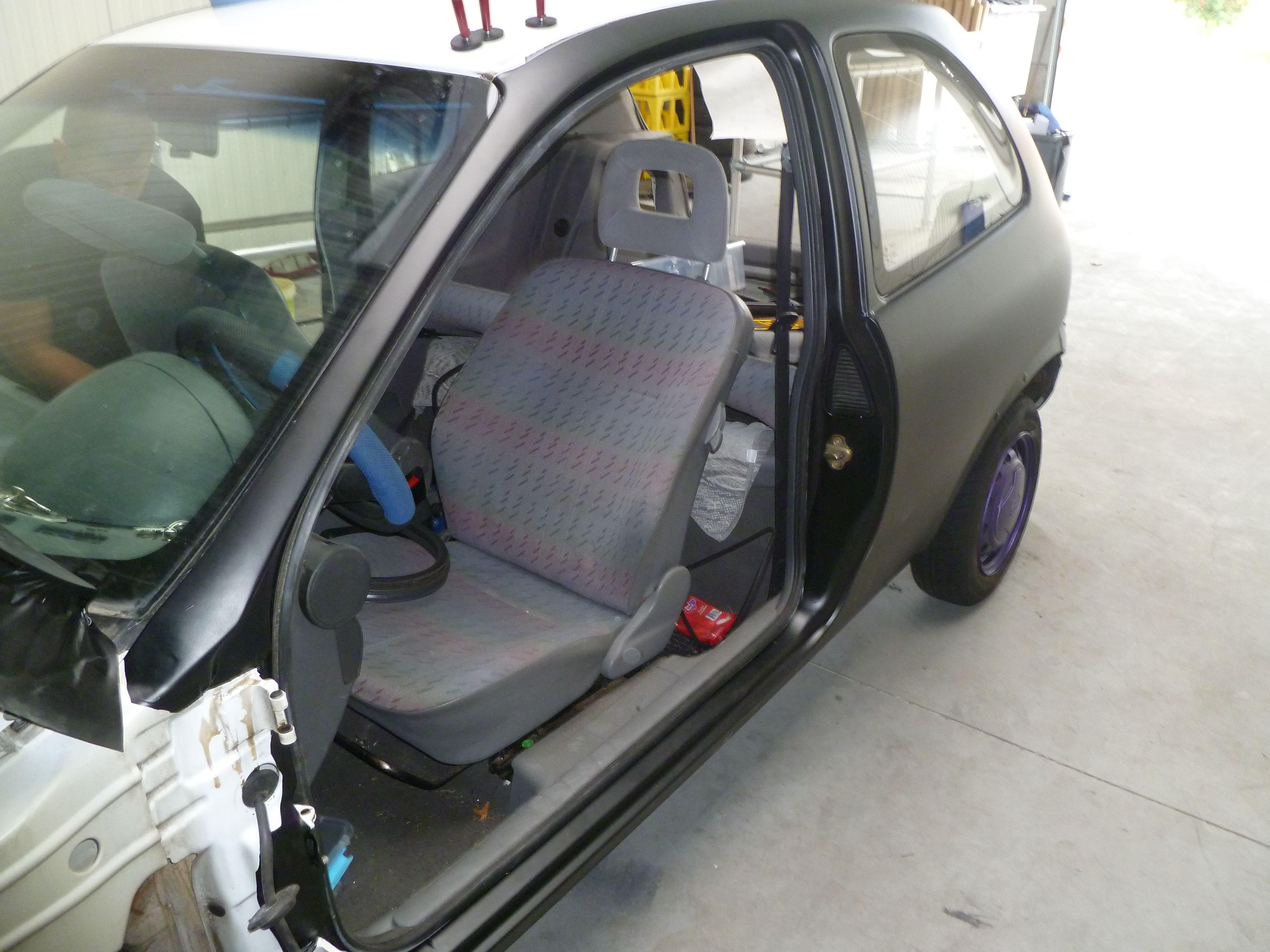 Opel Corsa B met Zwart Paarse Striping, Carwrapping door Wrapmyride.nu Foto-nr:6626, ©2021