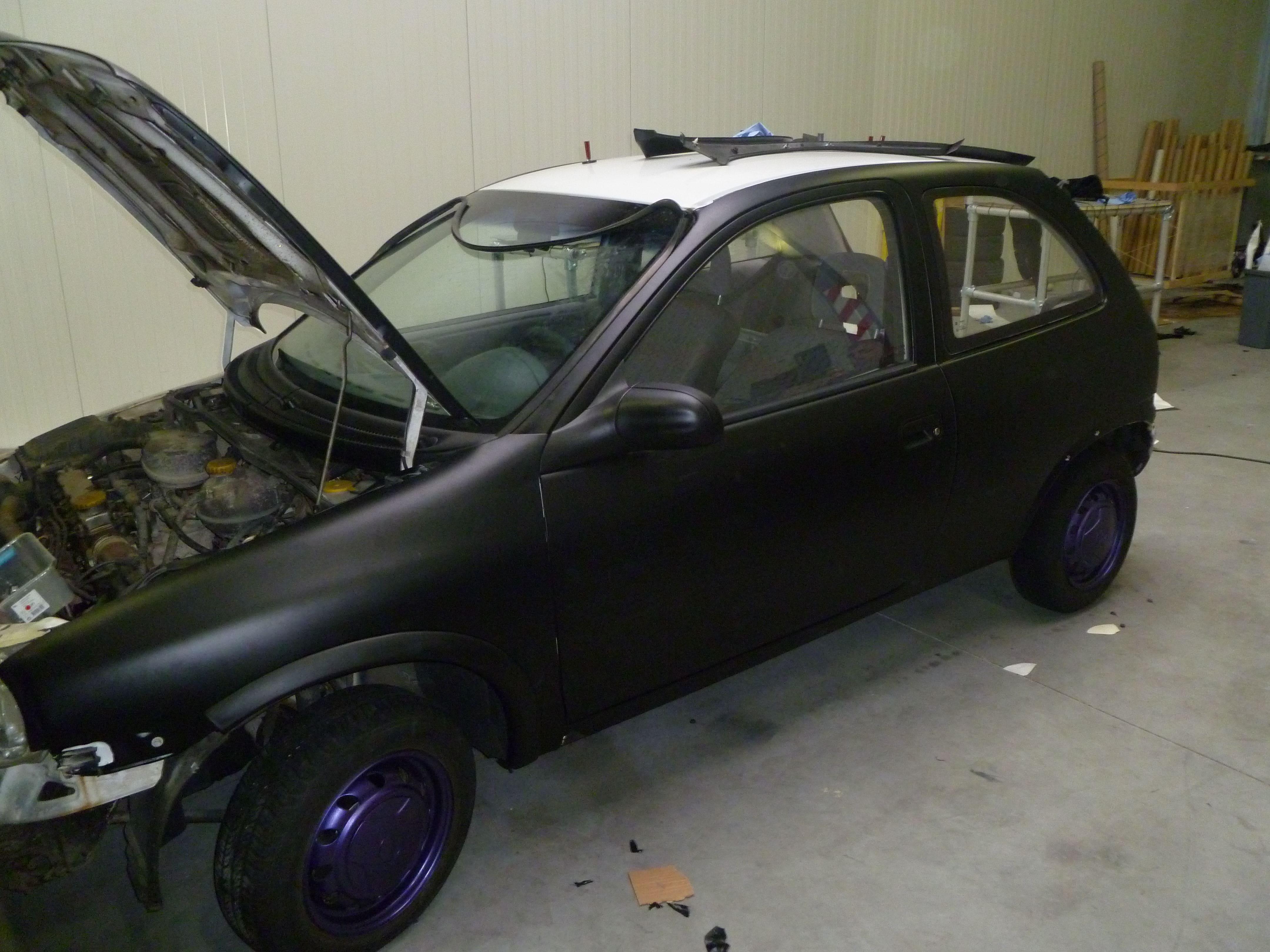 Opel Corsa B met Zwart Paarse Striping, Carwrapping door Wrapmyride.nu Foto-nr:6631, ©2021
