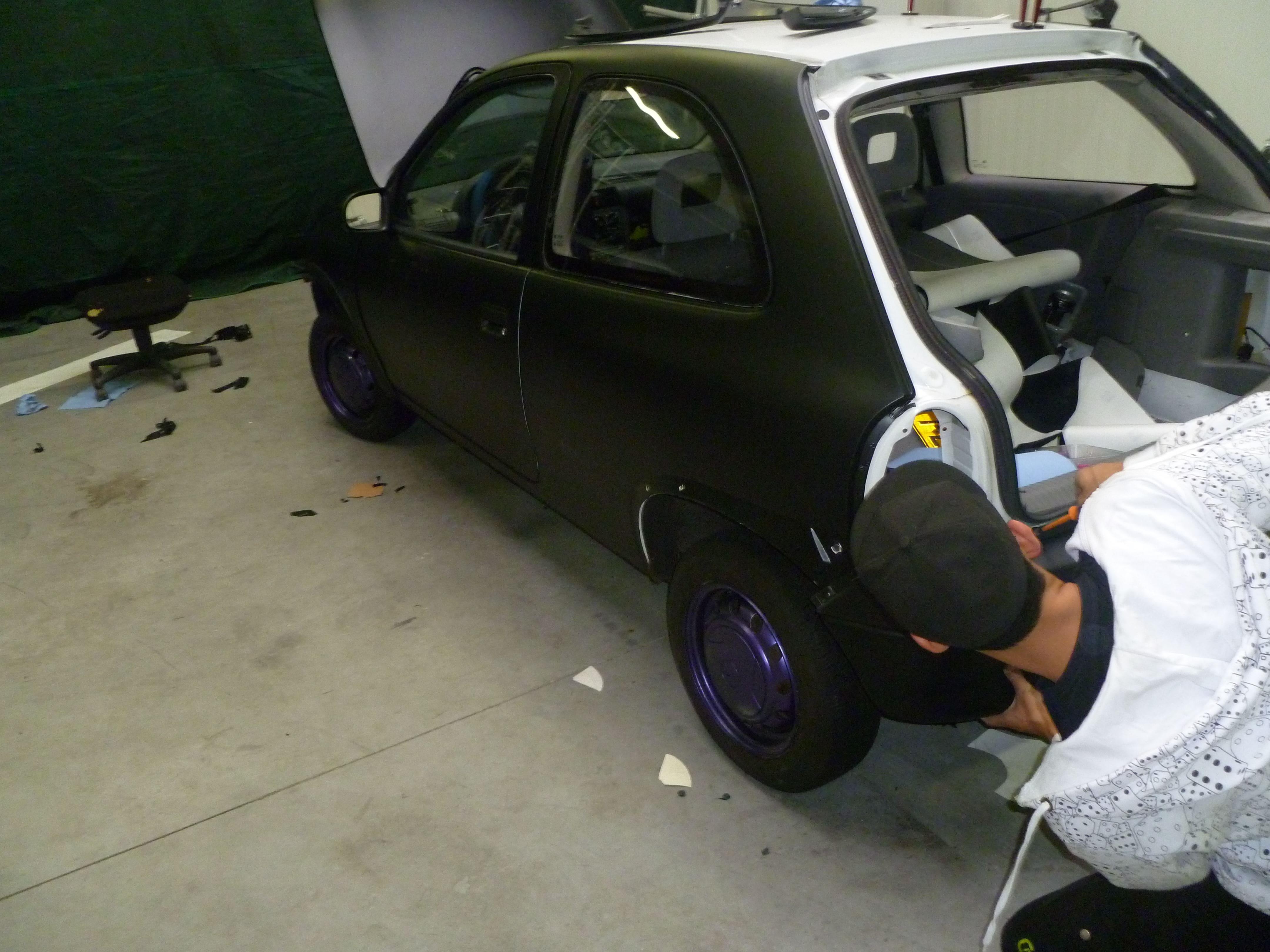 Opel Corsa B met Zwart Paarse Striping, Carwrapping door Wrapmyride.nu Foto-nr:6633, ©2021