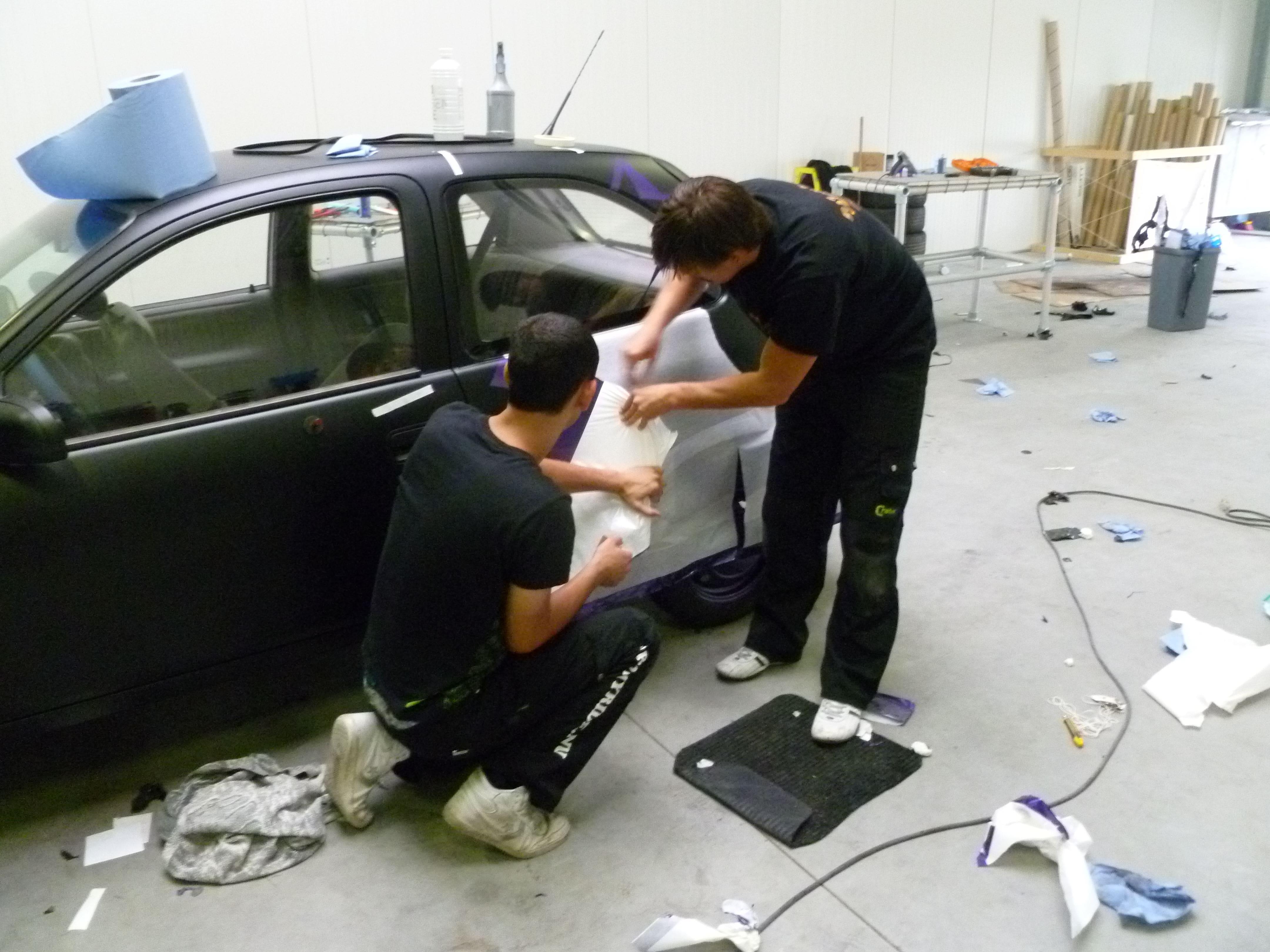 Opel Corsa B met Zwart Paarse Striping, Carwrapping door Wrapmyride.nu Foto-nr:6643, ©2021