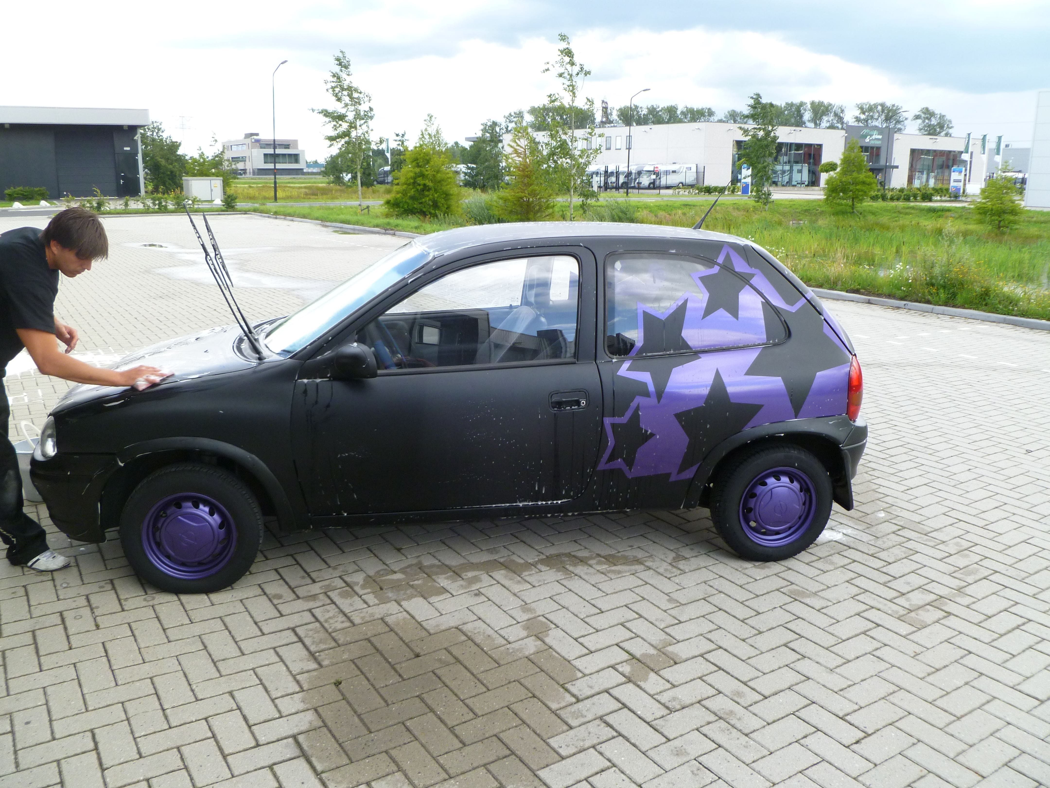 Opel Corsa B met Zwart Paarse Striping, Carwrapping door Wrapmyride.nu Foto-nr:6647, ©2020