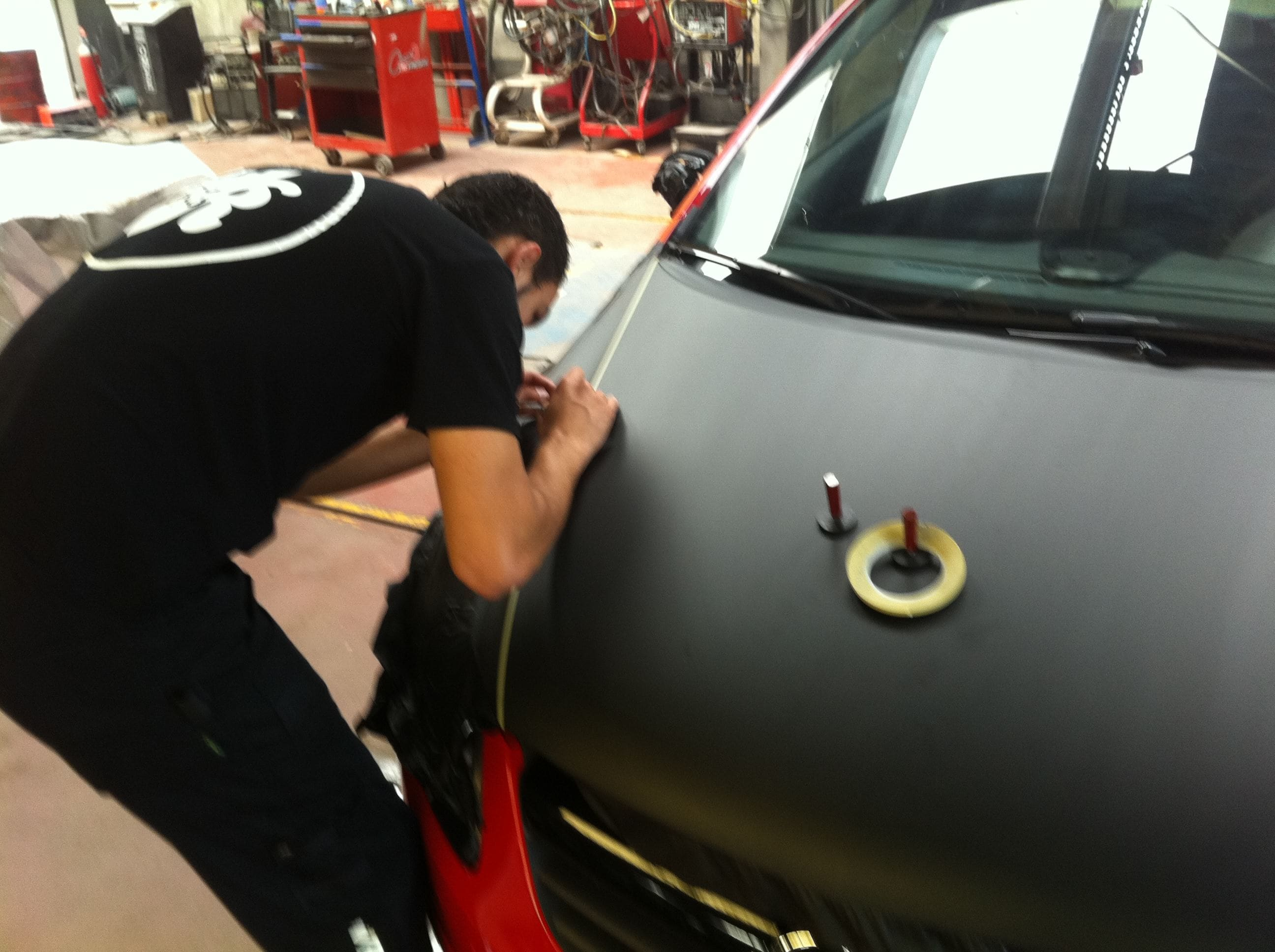 Opel Corsa F in Rood en Zwarte Wrap, Carwrapping door Wrapmyride.nu Foto-nr:6653, ©2021