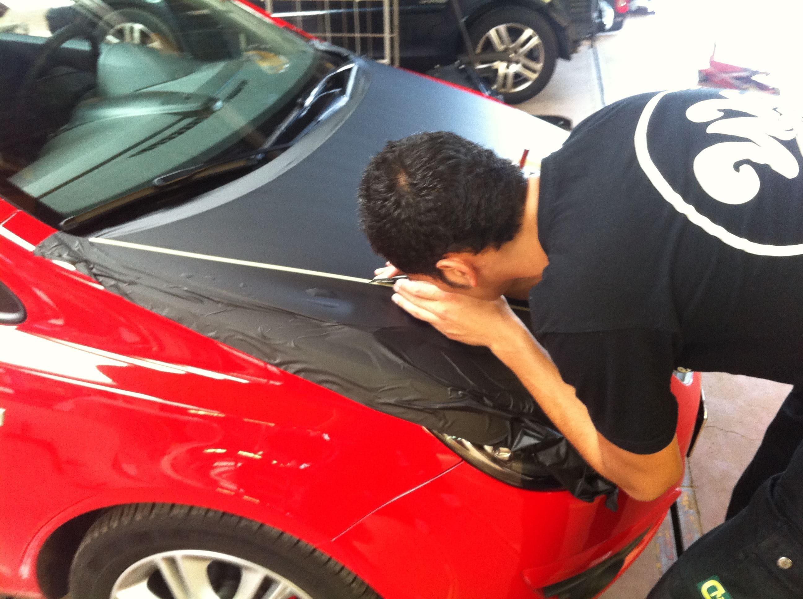 Opel Corsa F in Rood en Zwarte Wrap, Carwrapping door Wrapmyride.nu Foto-nr:6654, ©2021