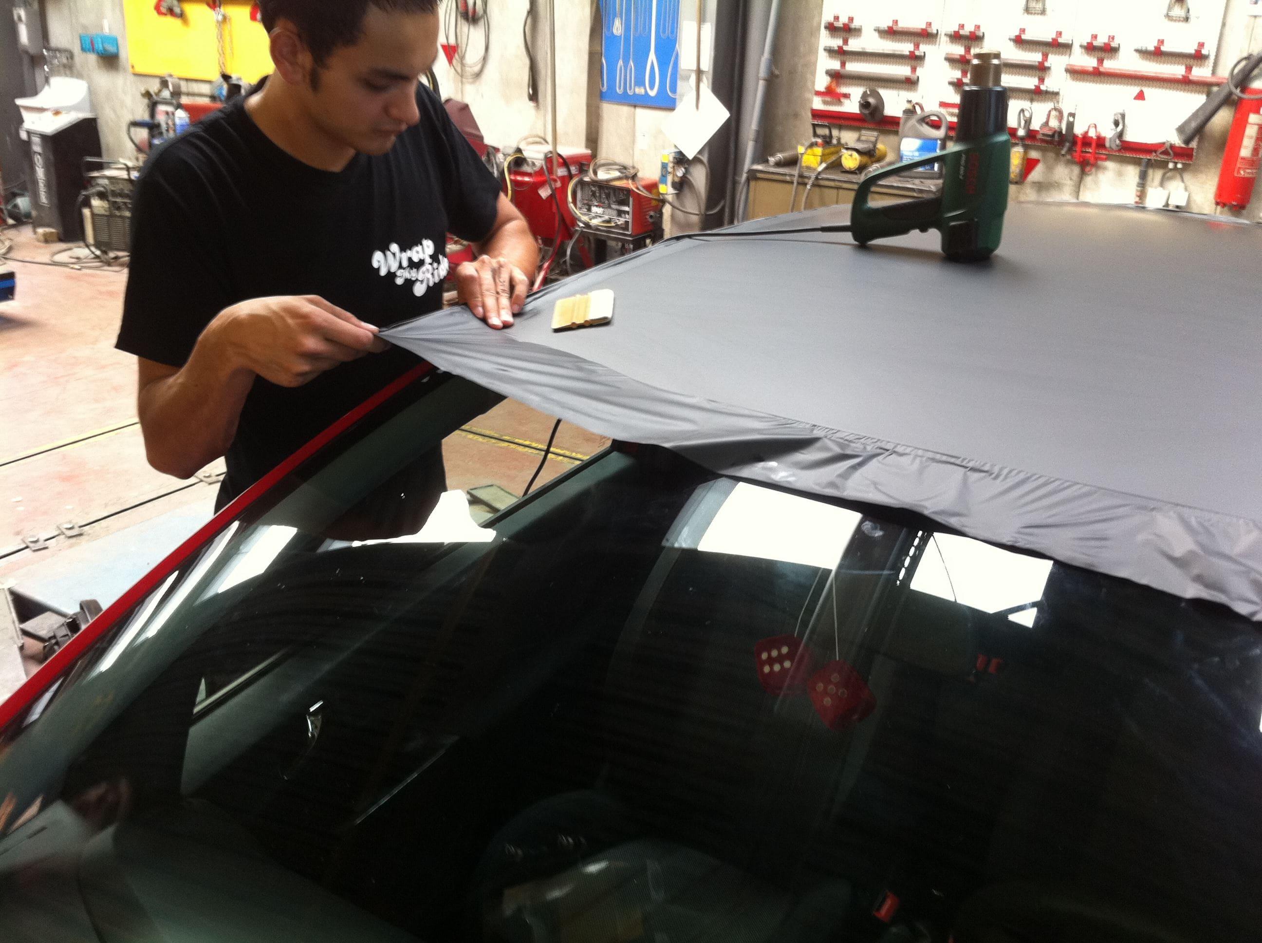 Opel Corsa F in Rood en Zwarte Wrap, Carwrapping door Wrapmyride.nu Foto-nr:6655, ©2021