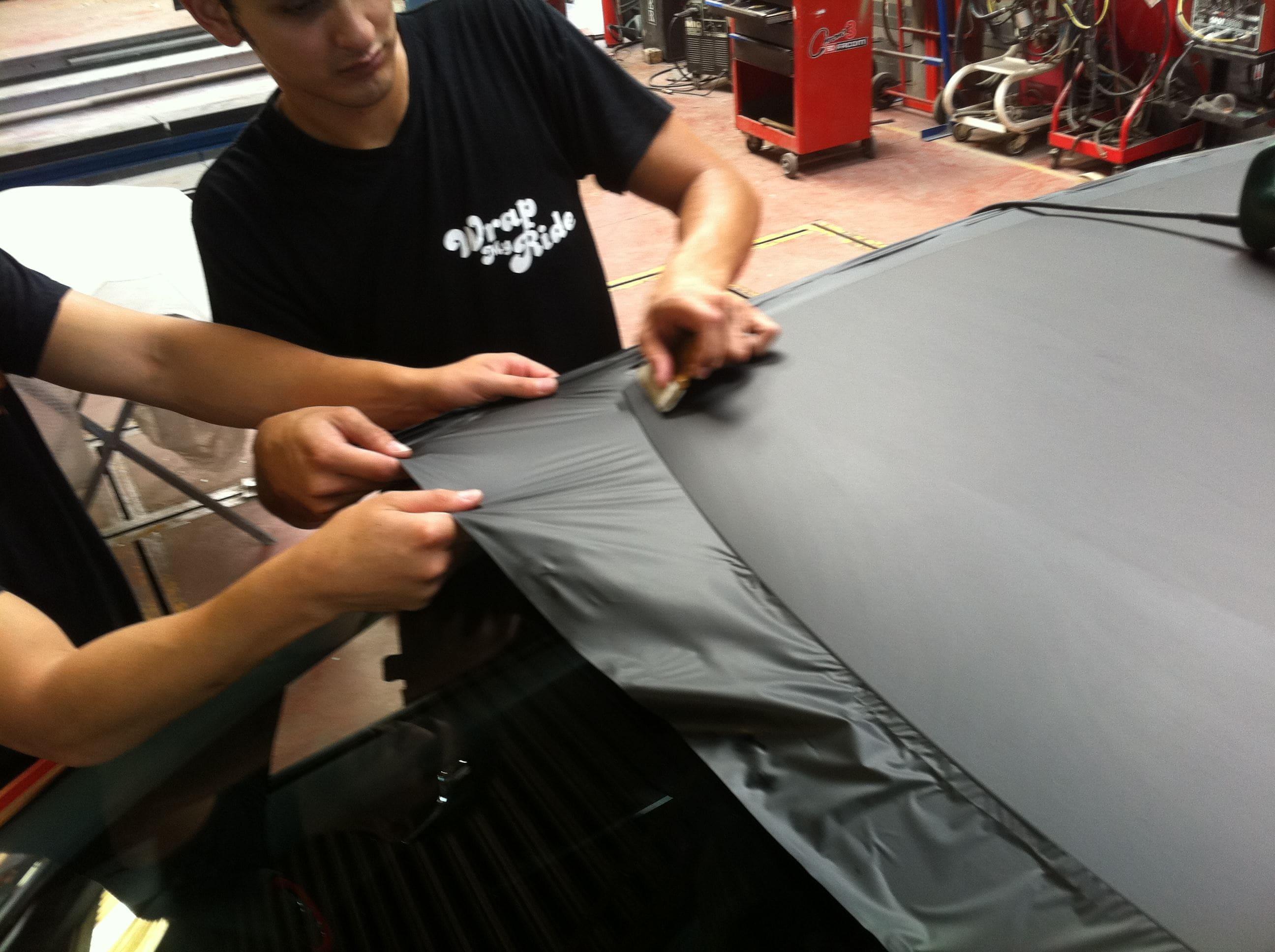 Opel Corsa F in Rood en Zwarte Wrap, Carwrapping door Wrapmyride.nu Foto-nr:6656, ©2020