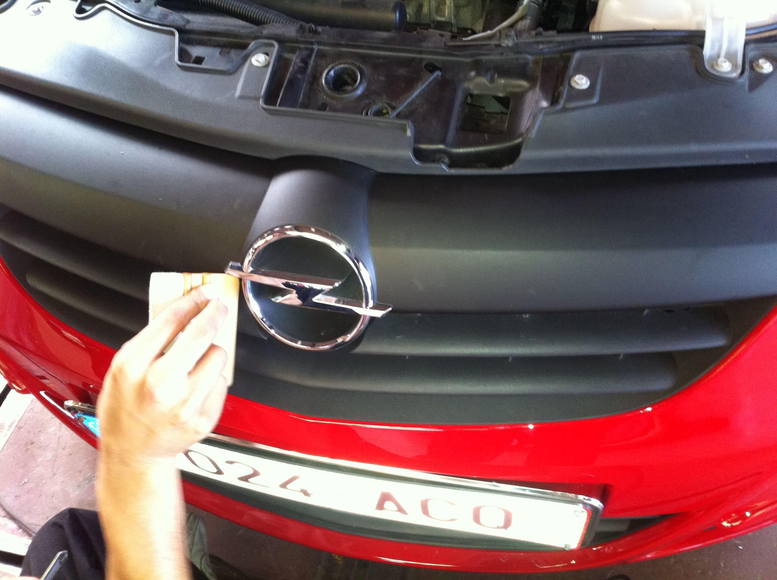 Opel Corsa F in Rood en Zwarte Wrap, Carwrapping door Wrapmyride.nu Foto-nr:6657, ©2021