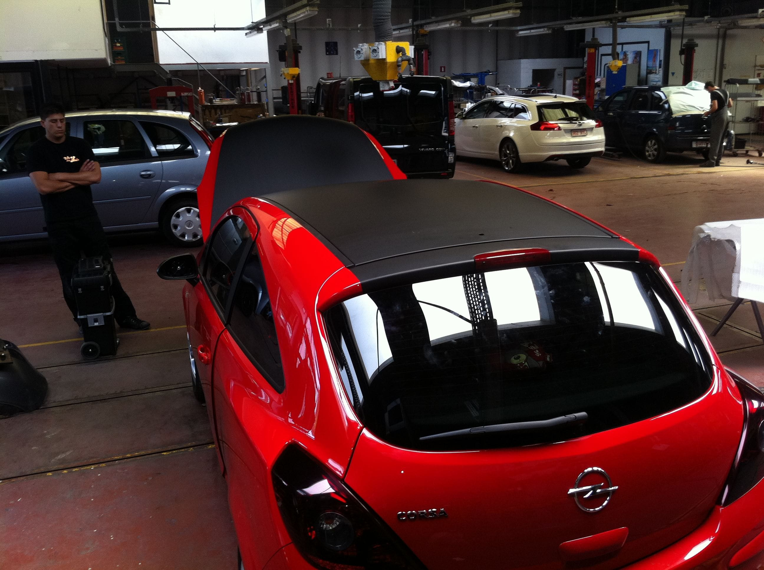 Opel Corsa F in Rood en Zwarte Wrap, Carwrapping door Wrapmyride.nu Foto-nr:6658, ©2020
