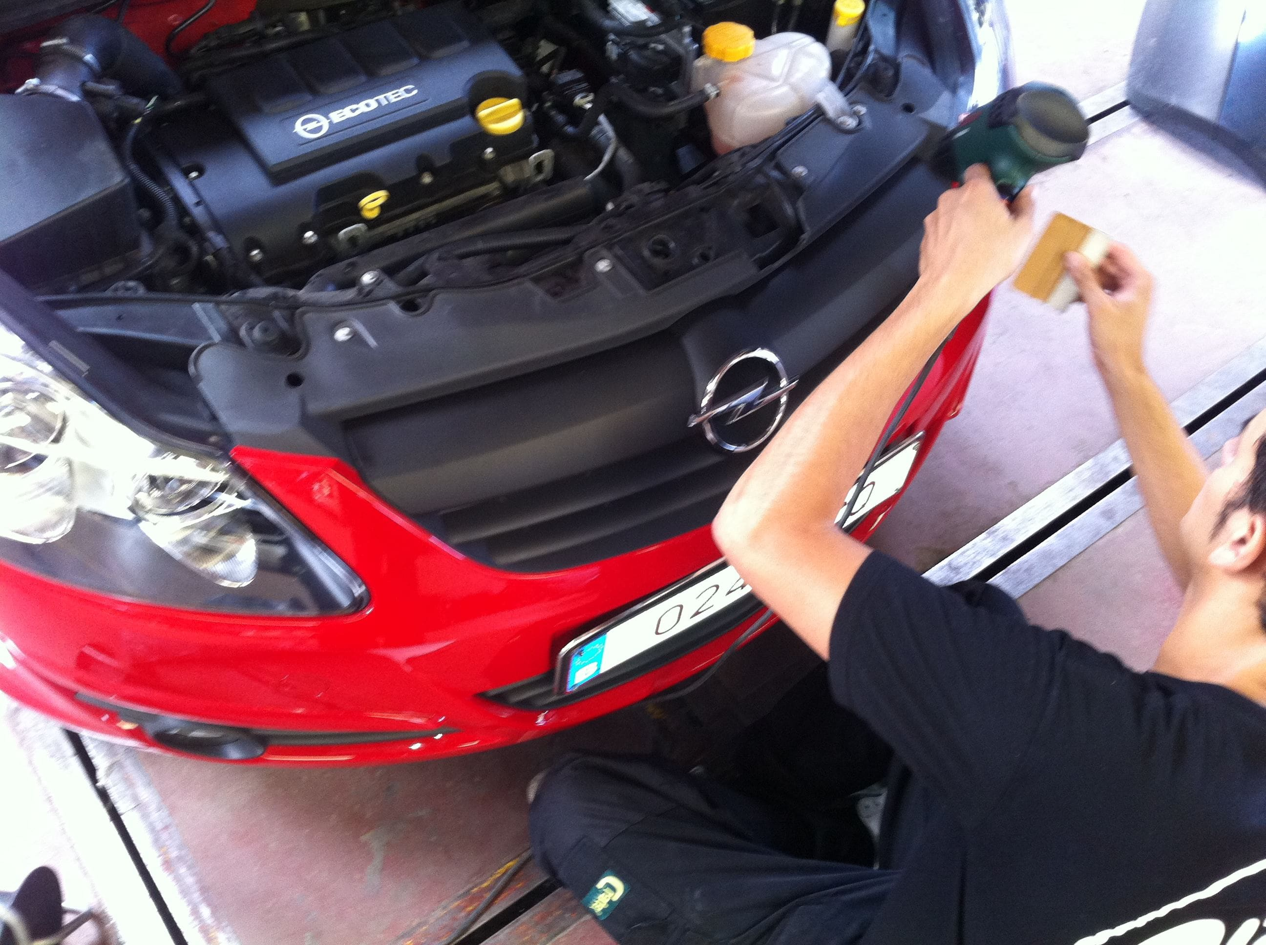 Opel Corsa F in Rood en Zwarte Wrap, Carwrapping door Wrapmyride.nu Foto-nr:6659, ©2020