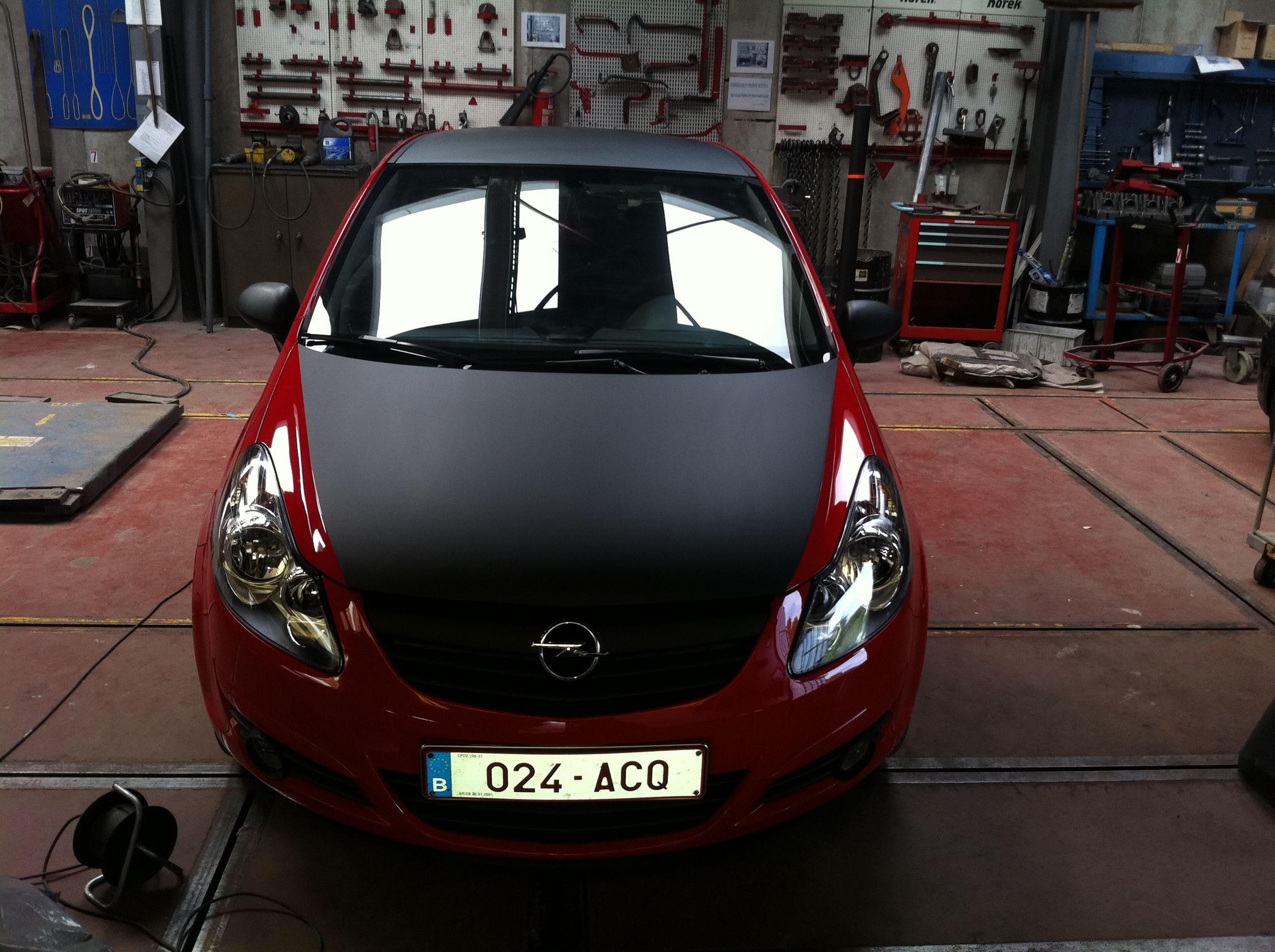 Opel Corsa F in Rood en Zwarte Wrap, Carwrapping door Wrapmyride.nu Foto-nr:6660, ©2020