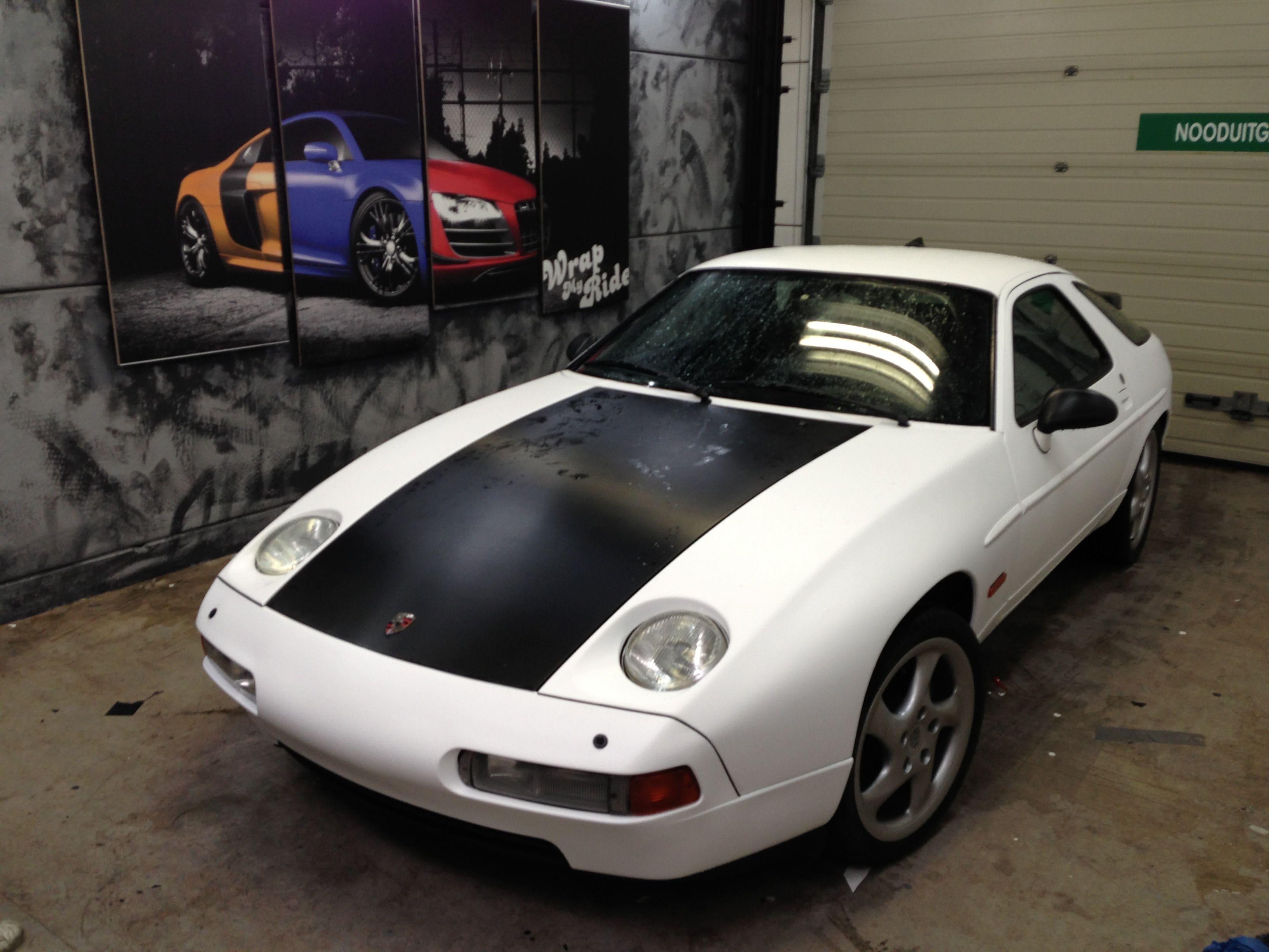 Porsche 926 met Mat Witte en Carbon Wrap, Carwrapping door Wrapmyride.nu Foto-nr:6700, ©2021