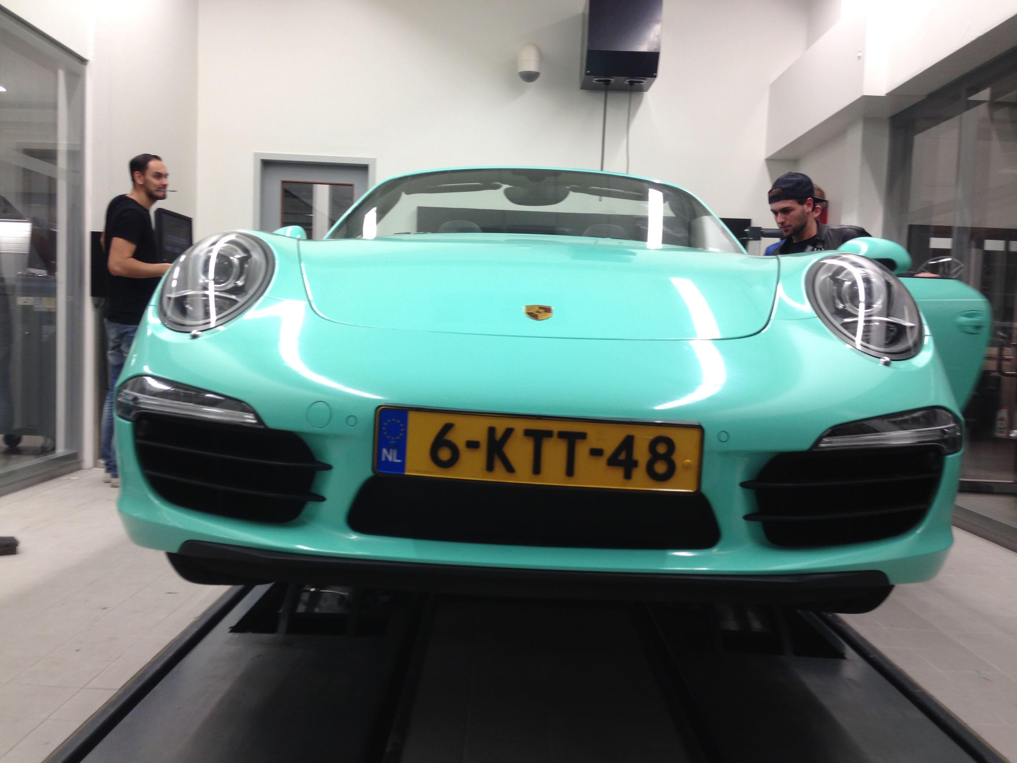 Porsche Carrera Turbo S Cabrio met Mint Green Wrap, Carwrapping door Wrapmyride.nu Foto-nr:6736, ©2021