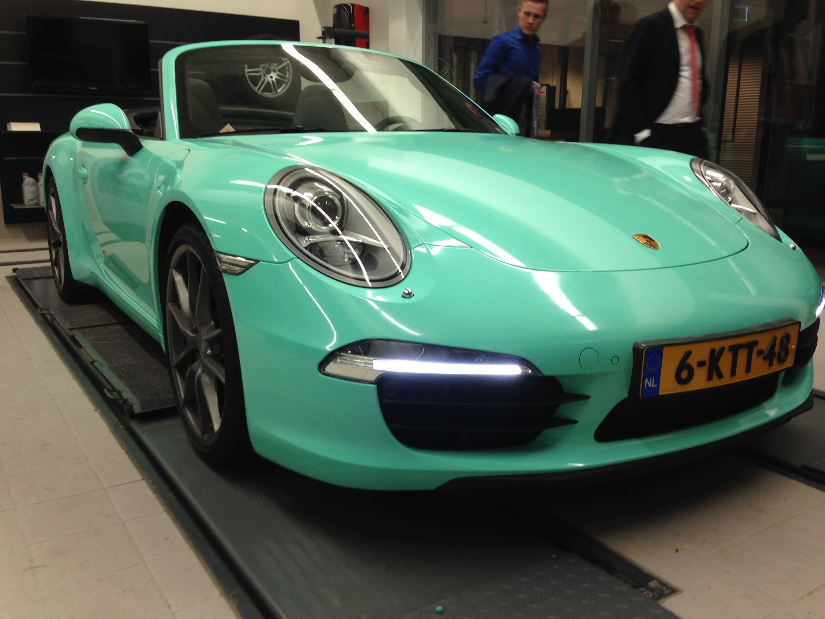 Porsche Carrera Turbo S Cabrio met Mint Green Wrap, Carwrapping door Wrapmyride.nu Foto-nr:6739, ©2020