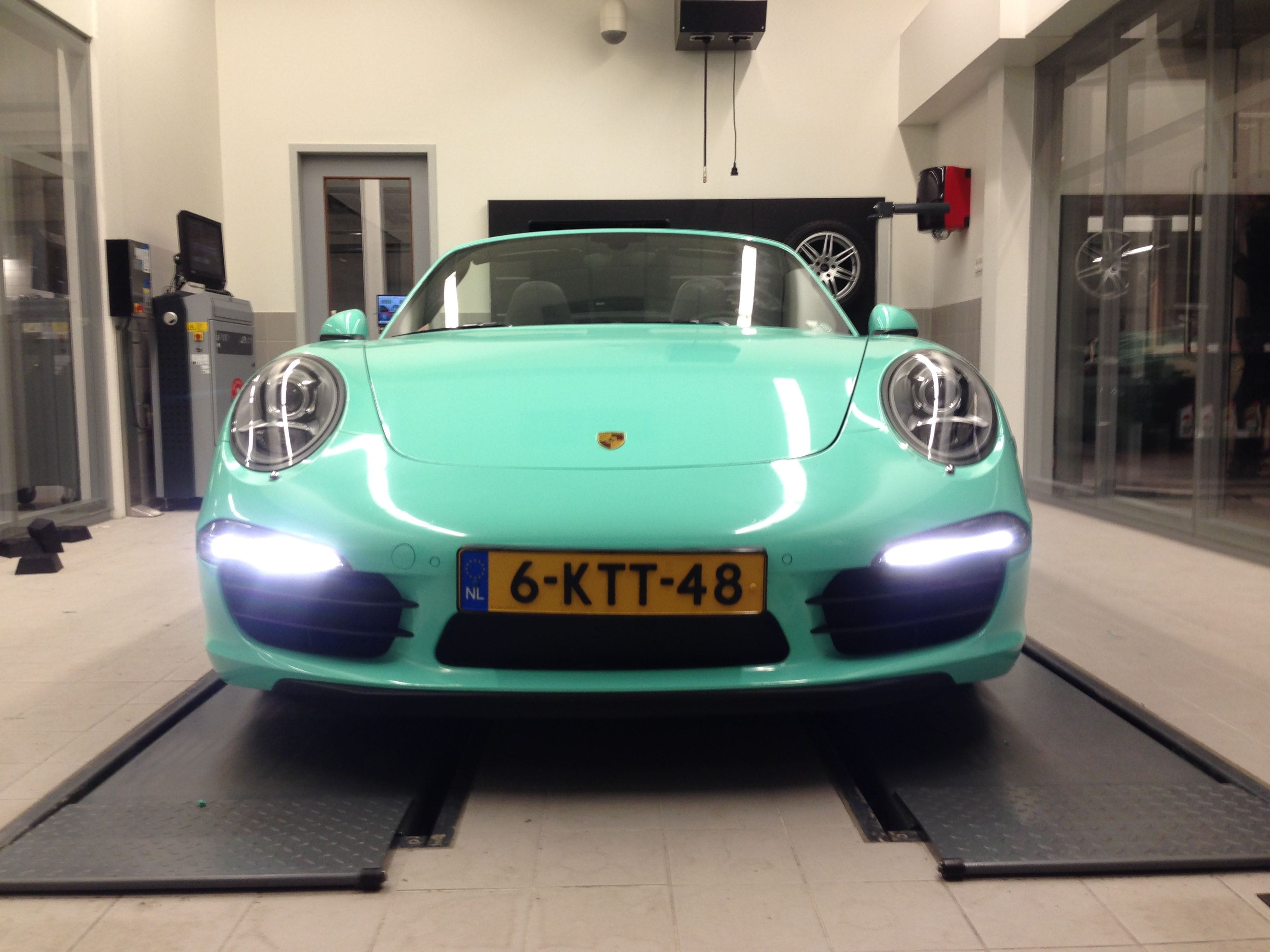 Porsche Carrera Turbo S Cabrio met Mint Green Wrap, Carwrapping door Wrapmyride.nu Foto-nr:6740, ©2021