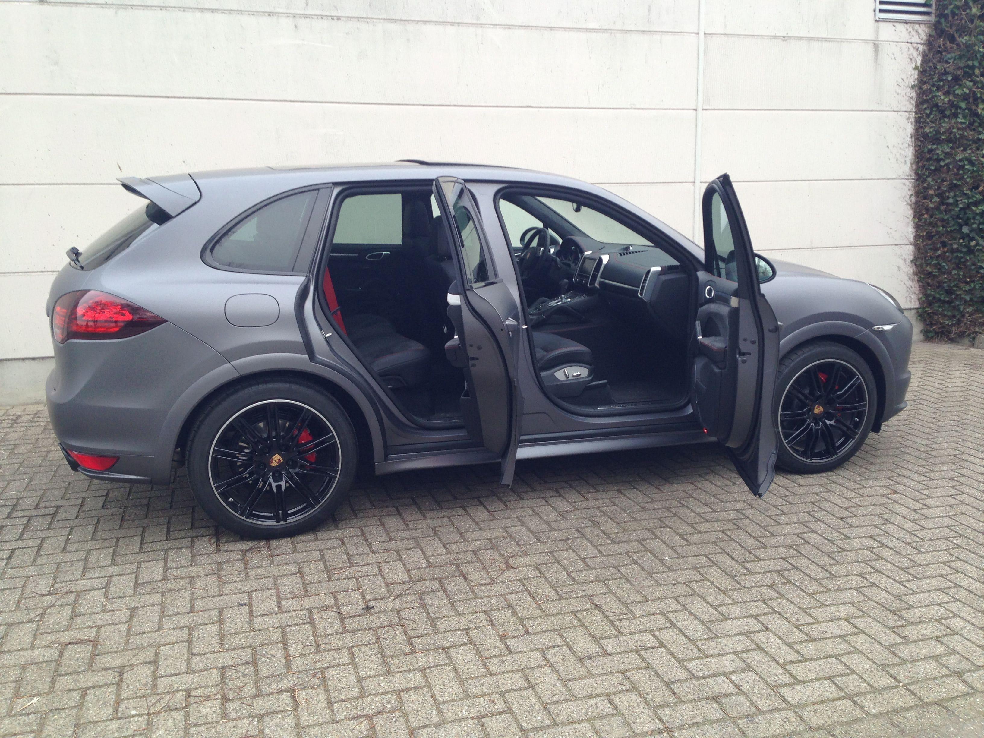 Porsche Cayenne GTS met Gunpowder Wrap, Carwrapping door Wrapmyride.nu Foto-nr:6787, ©2021