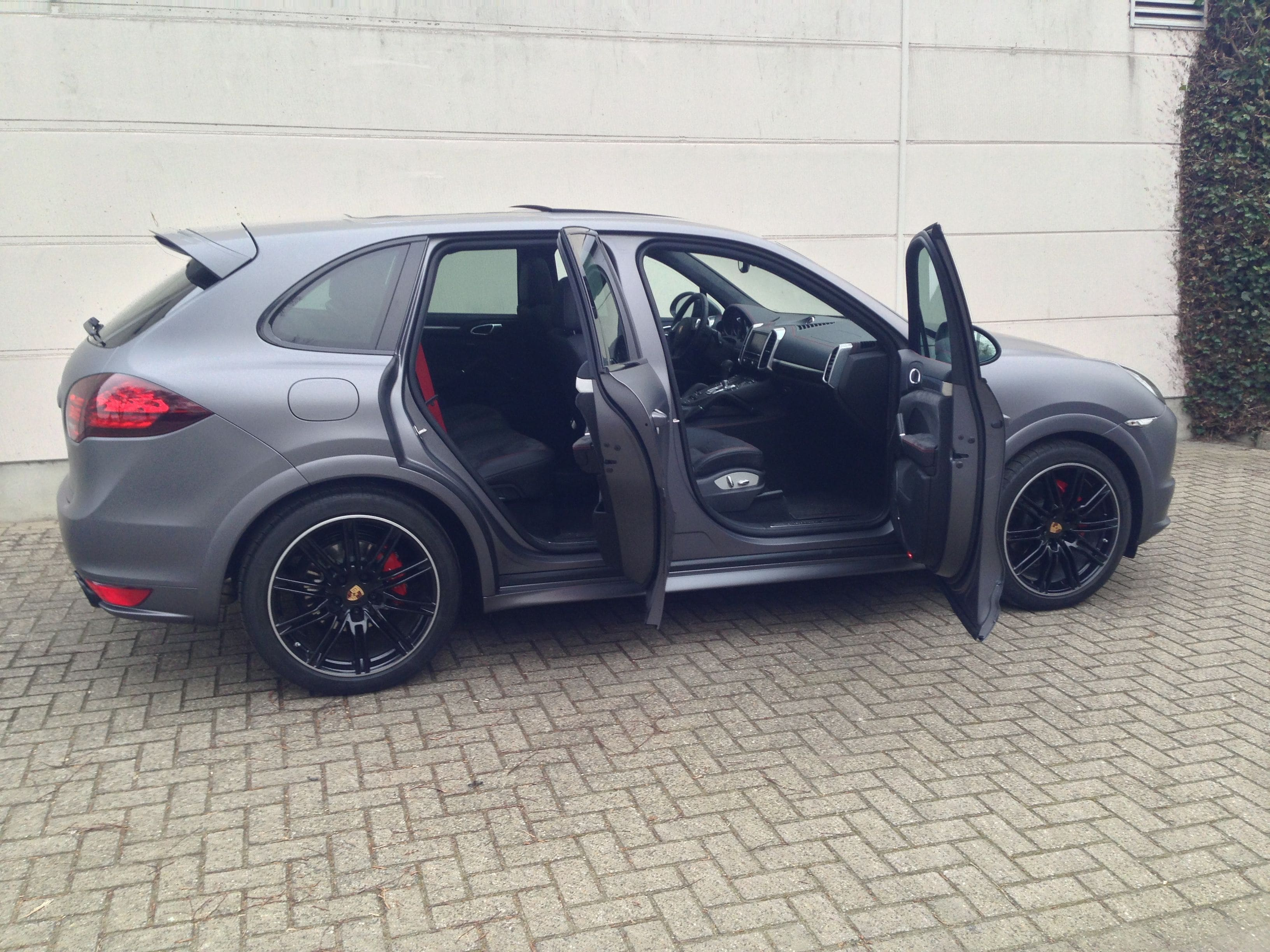 Porsche Cayenne GTS met Gunpowder Wrap, Carwrapping door Wrapmyride.nu Foto-nr:6788, ©2021