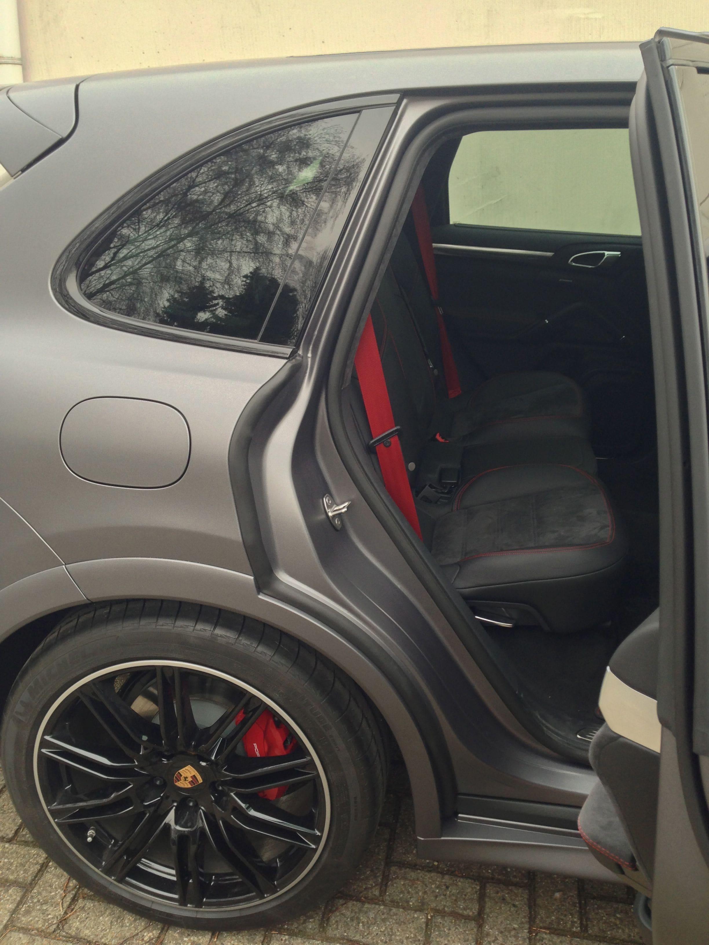 Porsche Cayenne GTS met Gunpowder Wrap, Carwrapping door Wrapmyride.nu Foto-nr:6789, ©2021