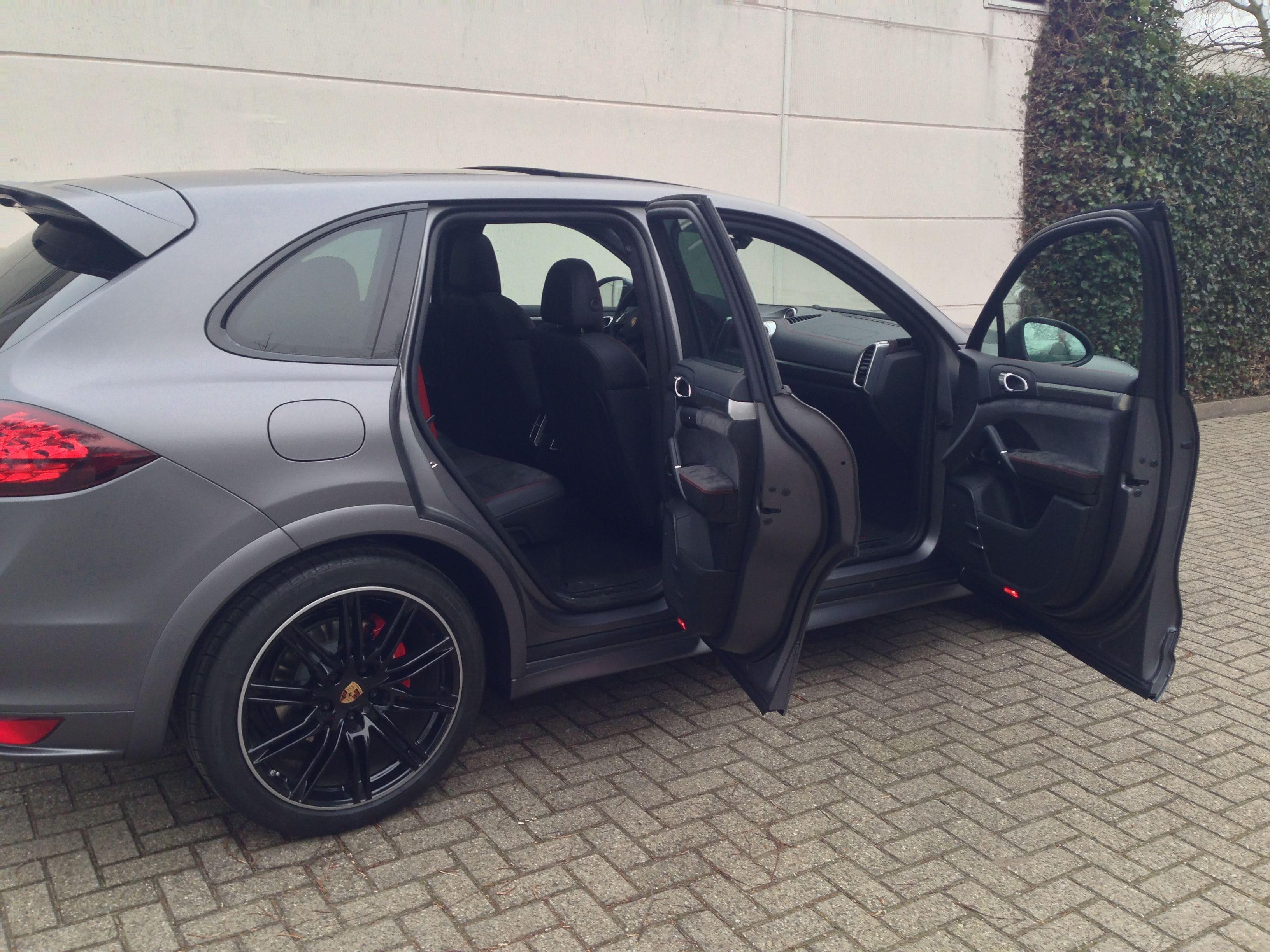 Porsche Cayenne GTS met Gunpowder Wrap, Carwrapping door Wrapmyride.nu Foto-nr:6792, ©2021