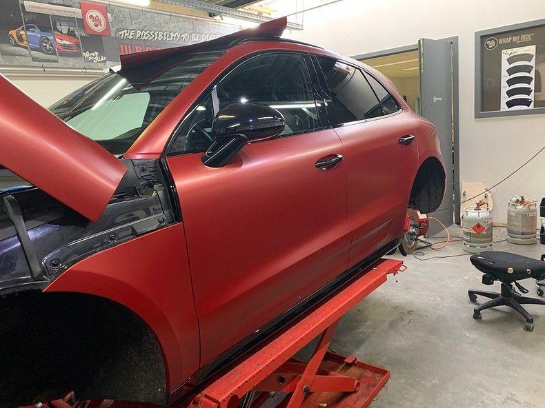 Porsche Macan Satin Vampire Red, Carwrapping door Wrapmyride.nu Foto-nr:12466, ©2019