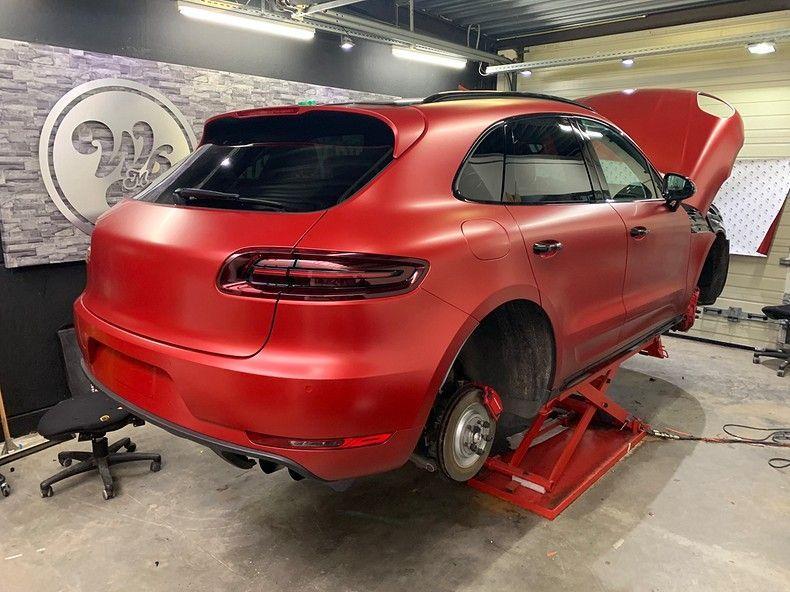 Porsche Macan Satin Vampire Red, Carwrapping door Wrapmyride.nu Foto-nr:12468, ©2019