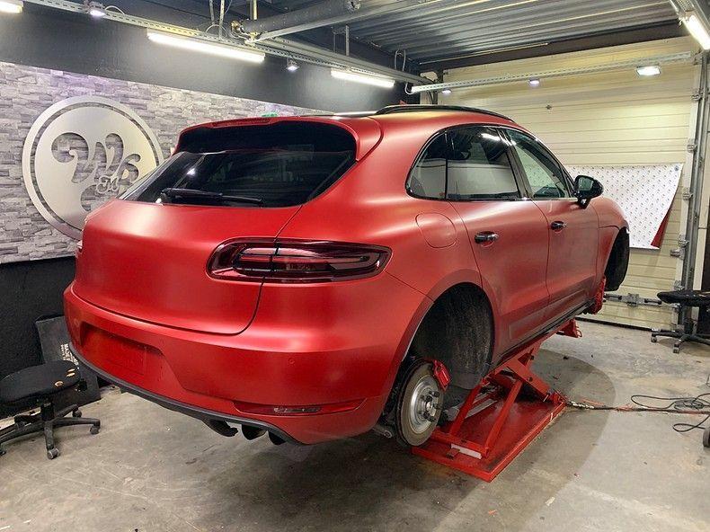 Porsche Macan Satin Vampire Red, Carwrapping door Wrapmyride.nu Foto-nr:12470, ©2019