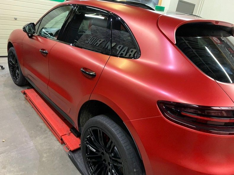 Porsche Macan Satin Vampire Red, Carwrapping door Wrapmyride.nu Foto-nr:12482, ©2019