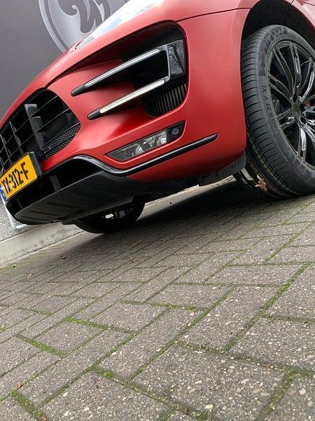 Porsche Macan Satin Vampire Red, Carwrapping door Wrapmyride.nu Foto-nr:12501, ©2019